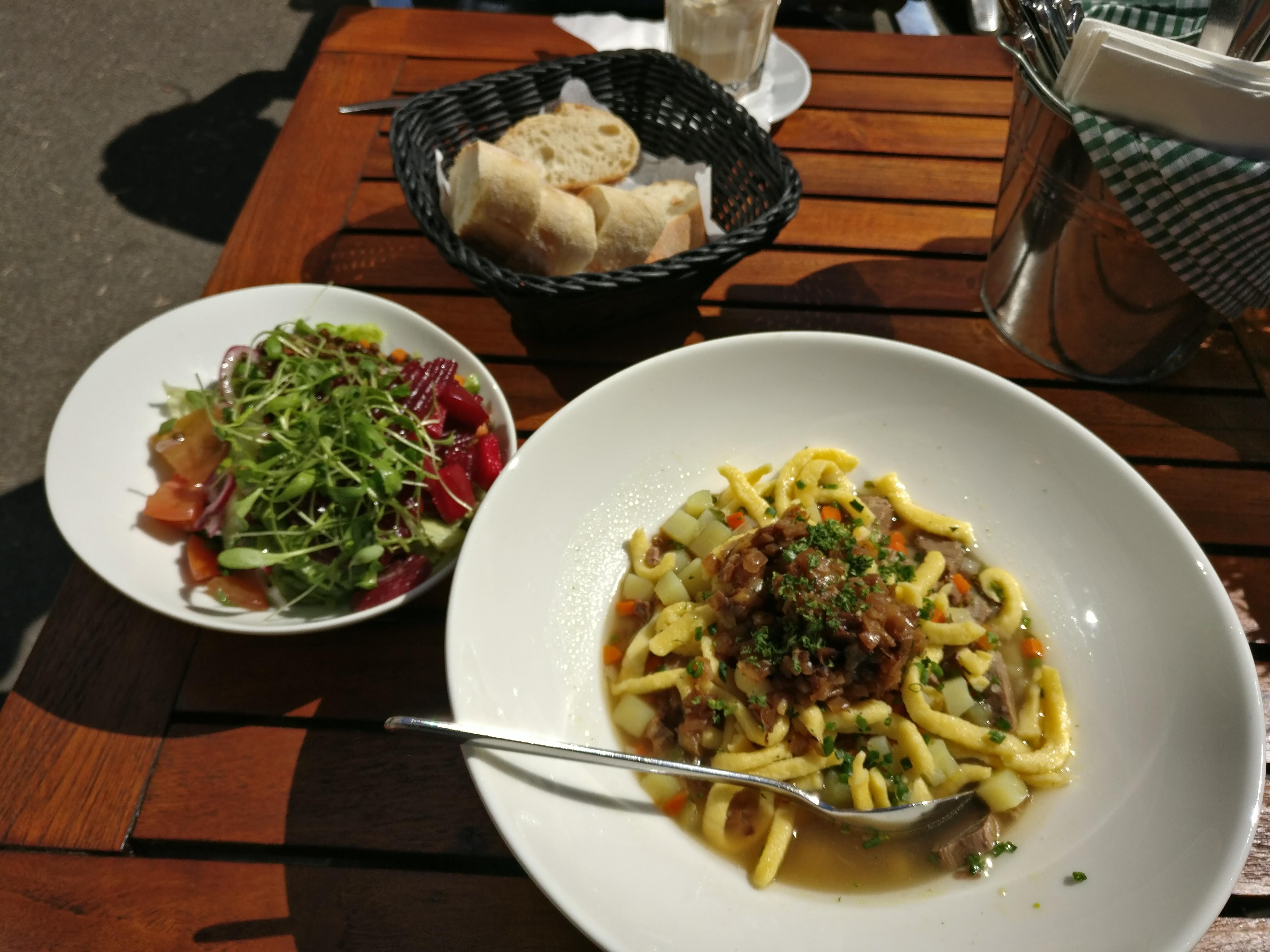http://foodloader.net/nico_2017-04-12_gaisburger-marsch-salat-brot.jpg