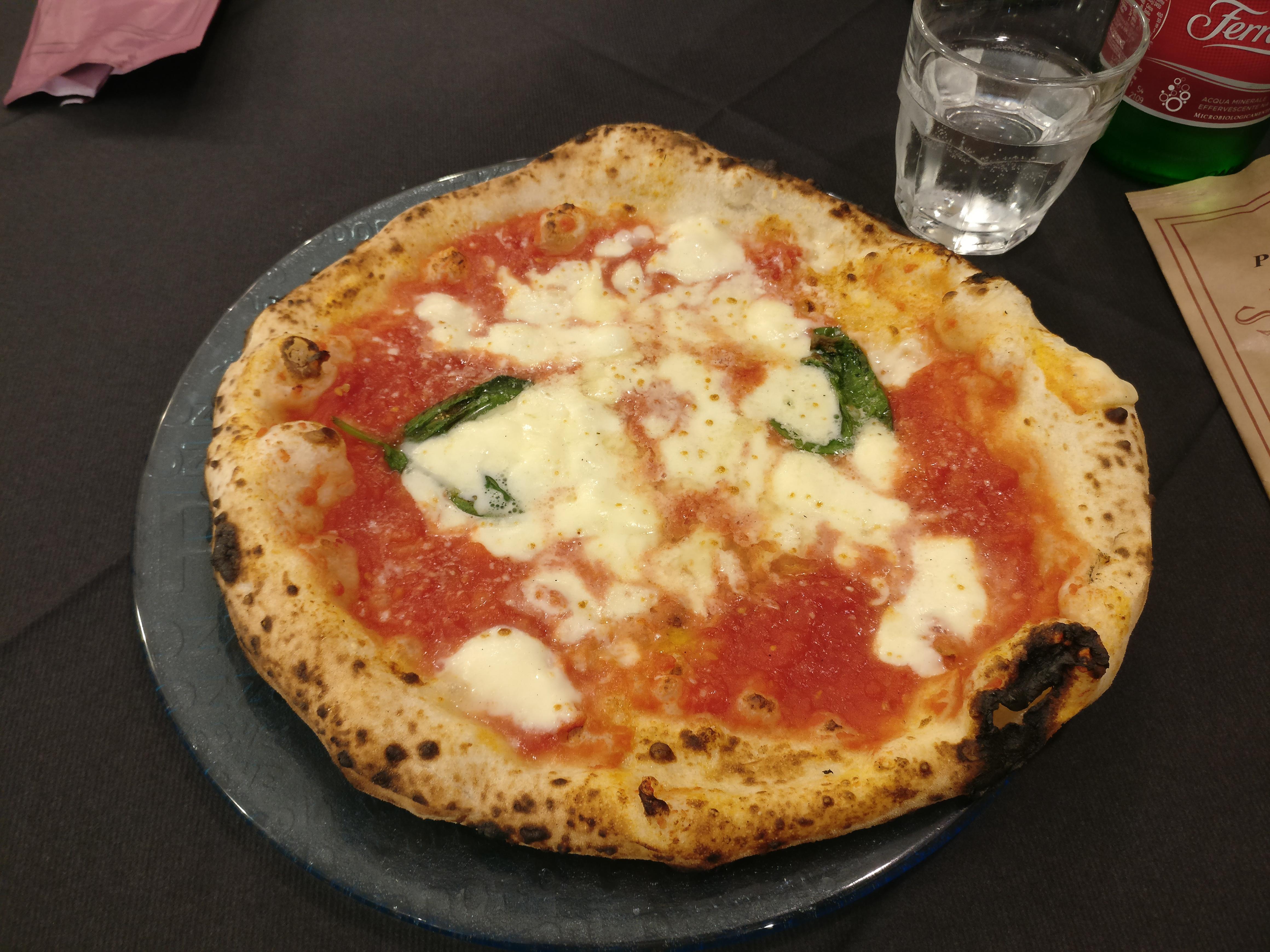 http://foodloader.net/nico_2017-04-23_pizza-margherita-bei-starita-in-materdei.jpg