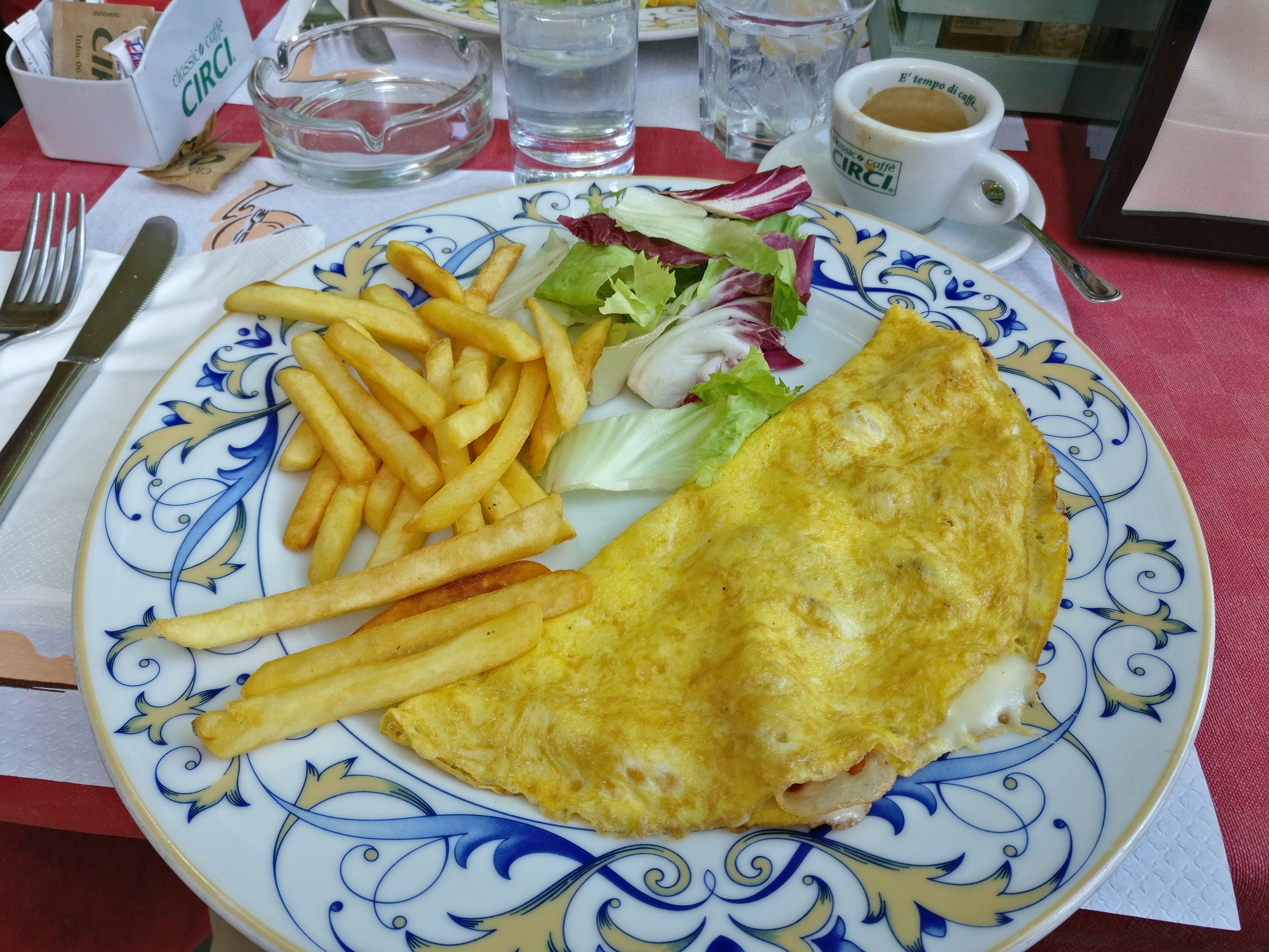 http://foodloader.net/nico_2017-04-24_omlett-mit-kaese-schinken-und-pommes.jpg