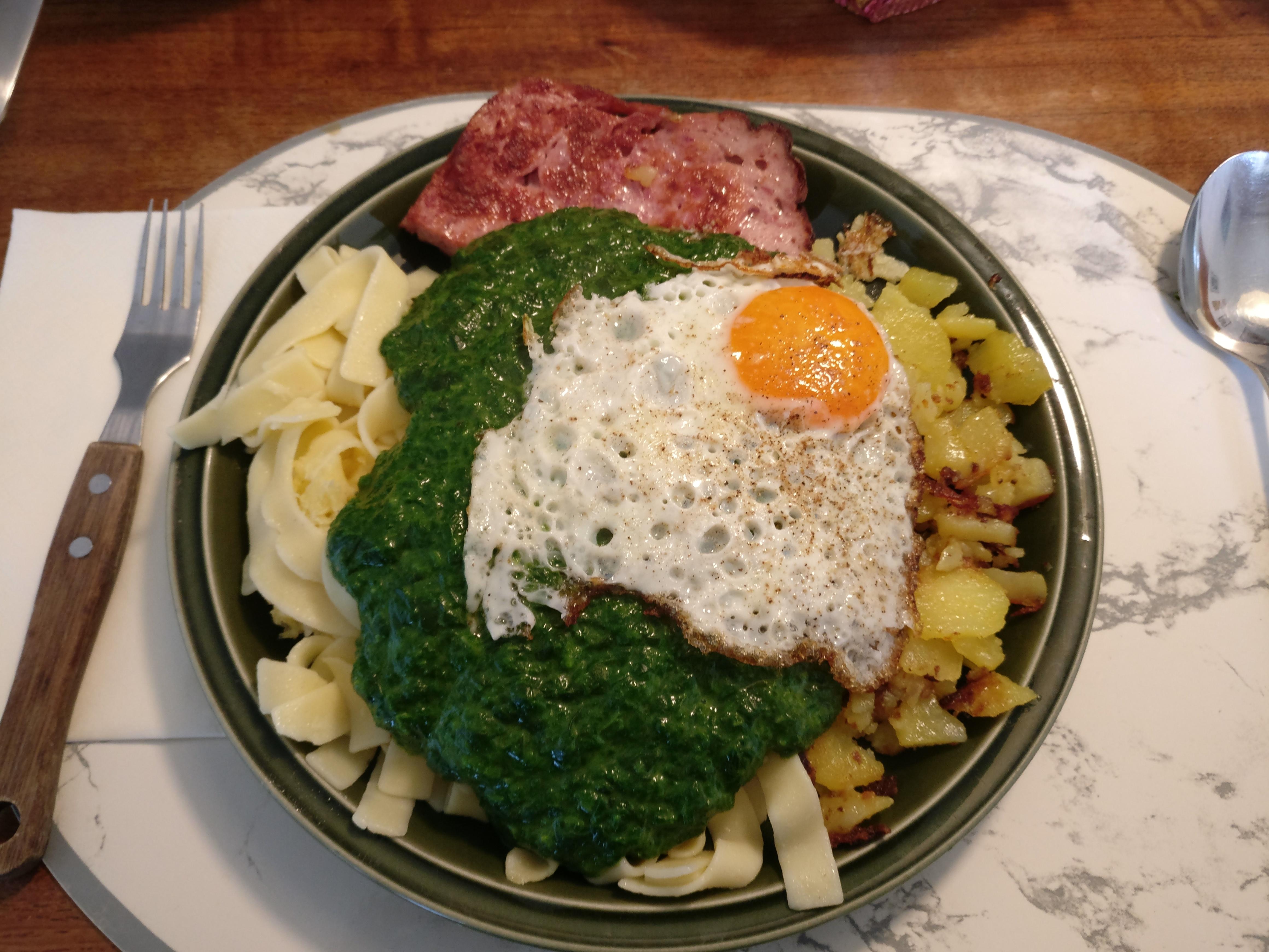 http://foodloader.net/nico_2017-04-26_fleischkaese-spinat-nudeln-bratkartoffeln-spiegelei.jpg