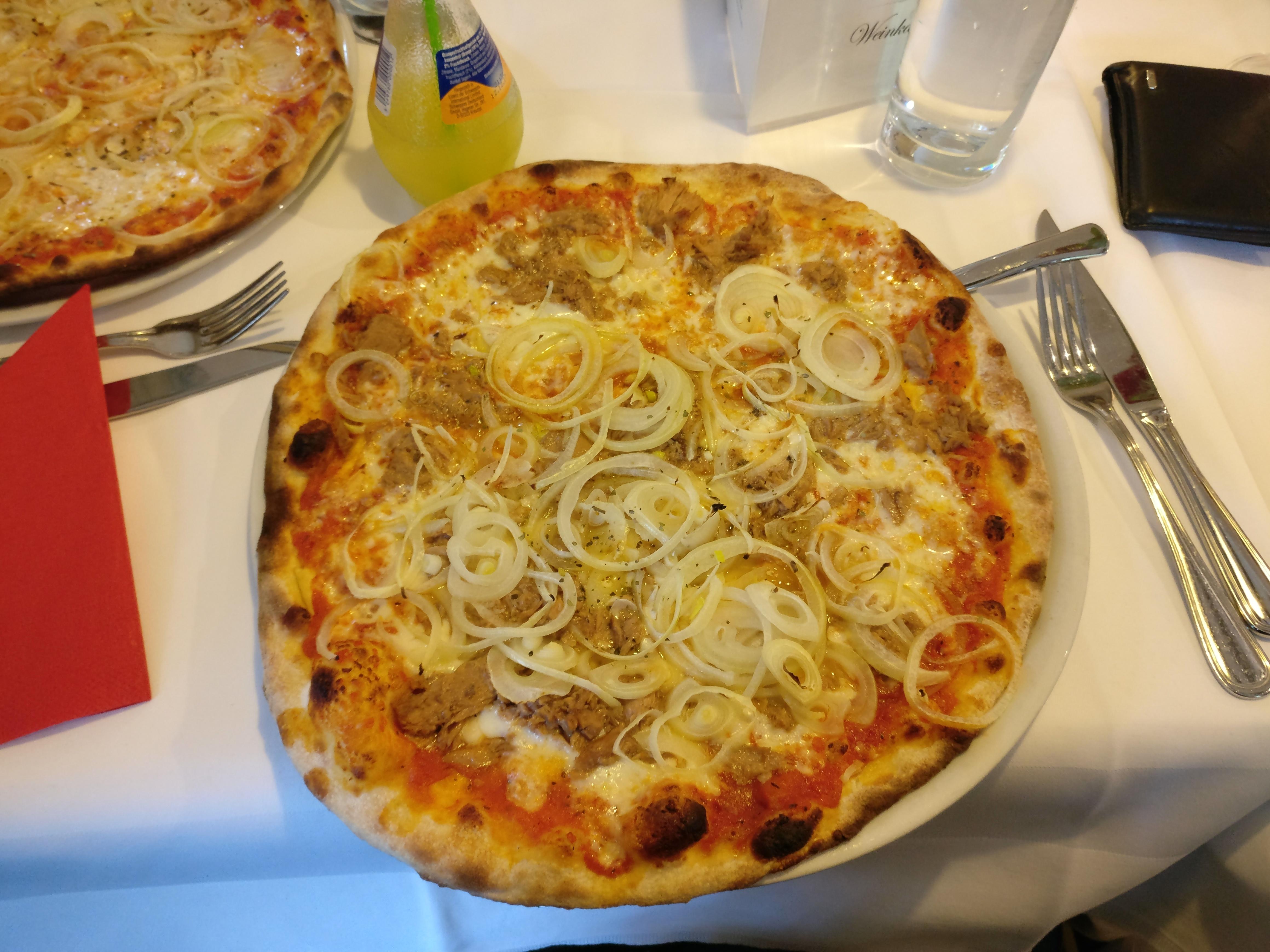 http://foodloader.net/nico_2017-04-27_pizza-thunfisch-zwiebeln.jpg