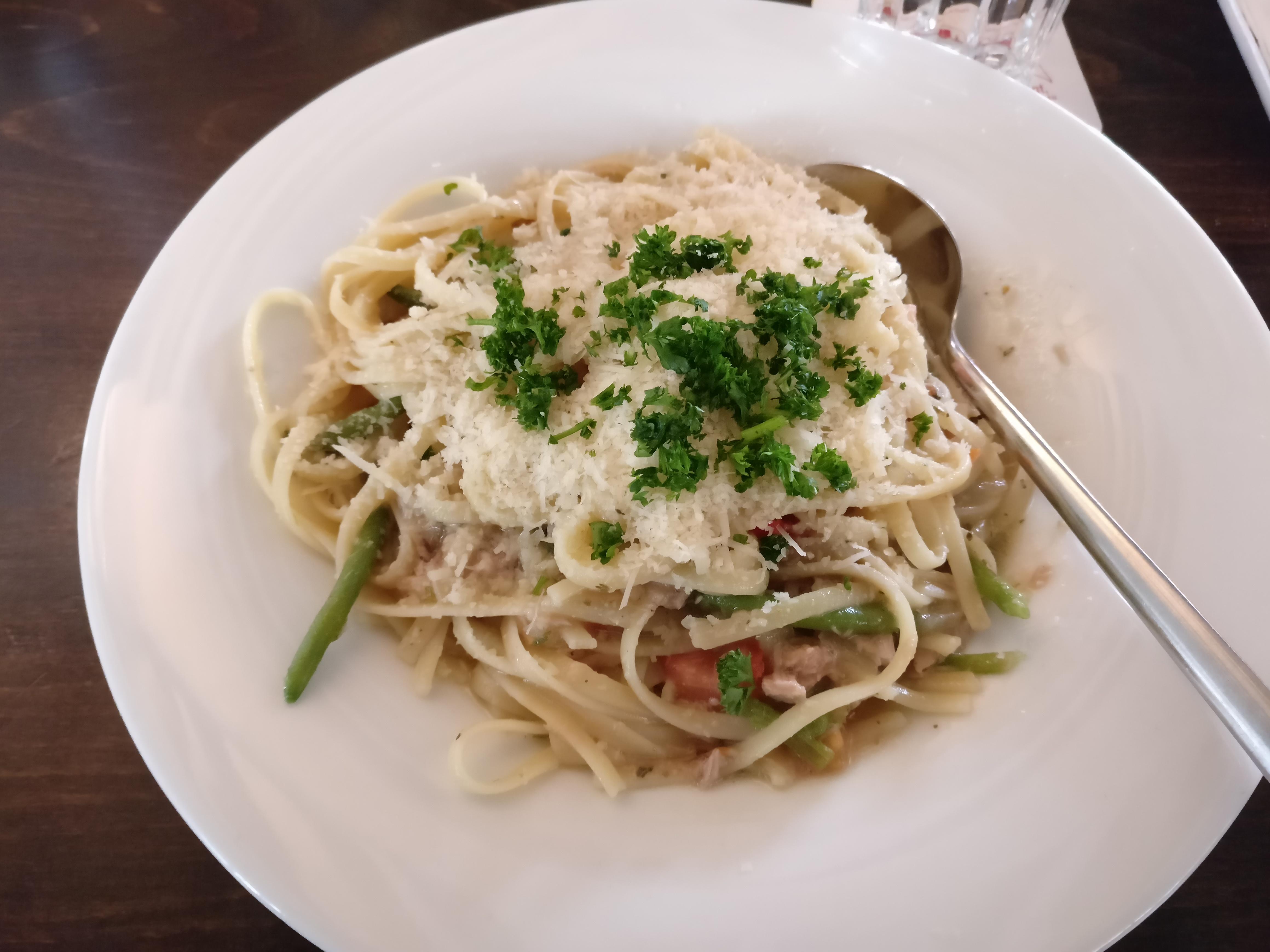 http://foodloader.net/nico_2017-04-28_linguinie-mit-thunfisch-tomaten-bohnen-chili-sauce.jpg
