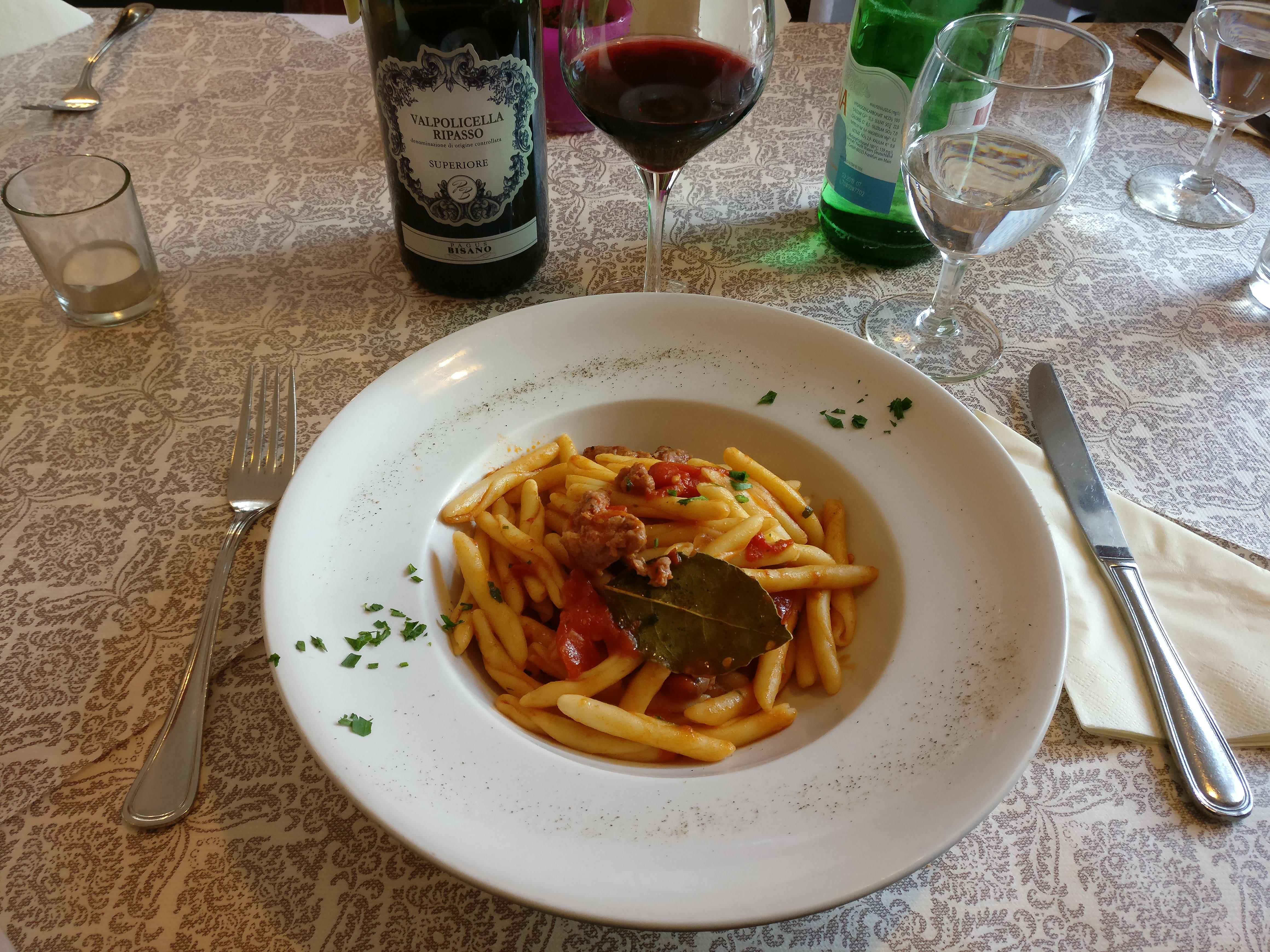 http://foodloader.net/nico_2017-04-28_pasta-mit-saliccia-tomaten-sauce.jpg