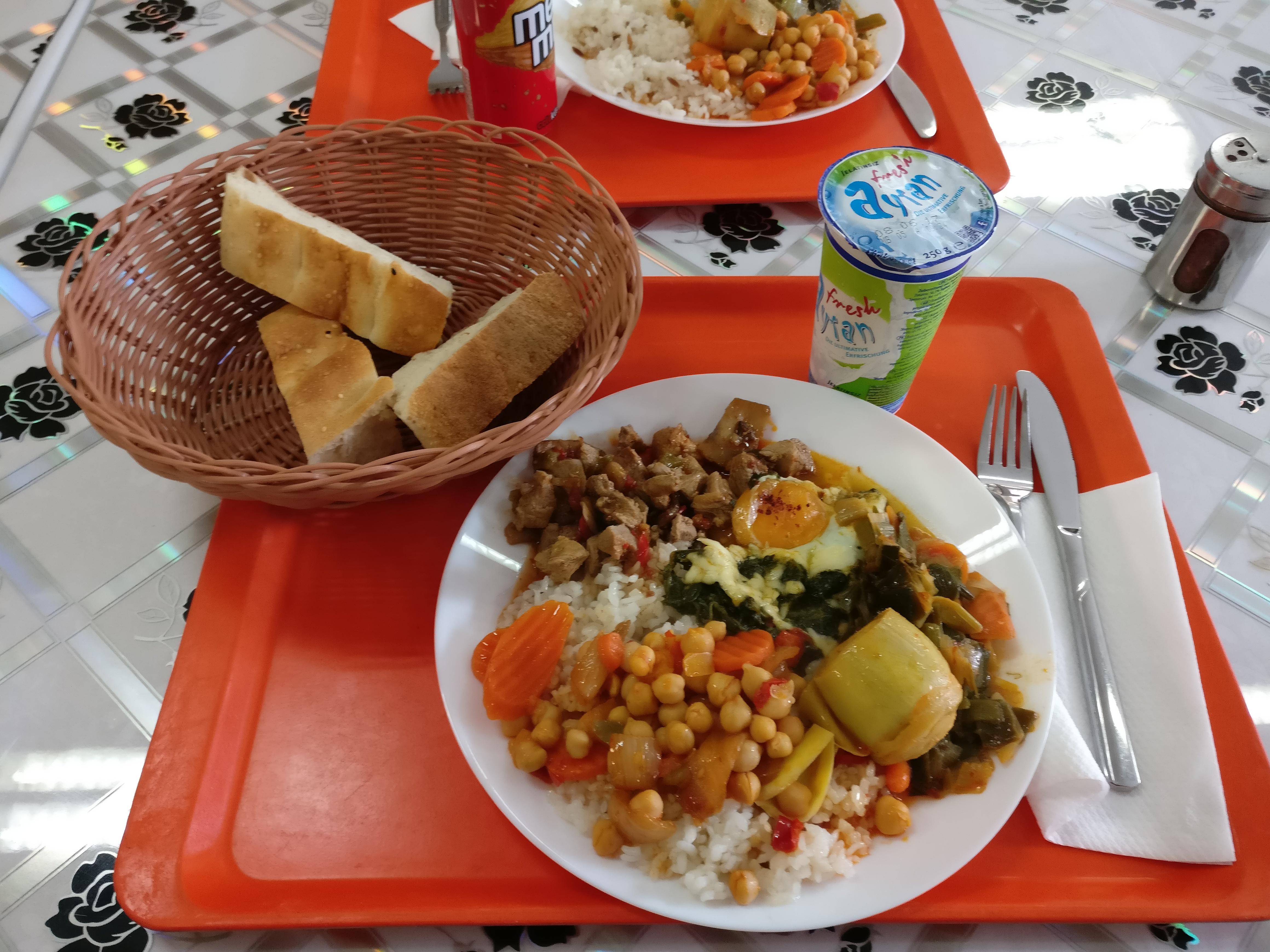 http://foodloader.net/nico_2017-05-05_reis-fleisch-gemuese-spinat-spiegelei-brot.jpg