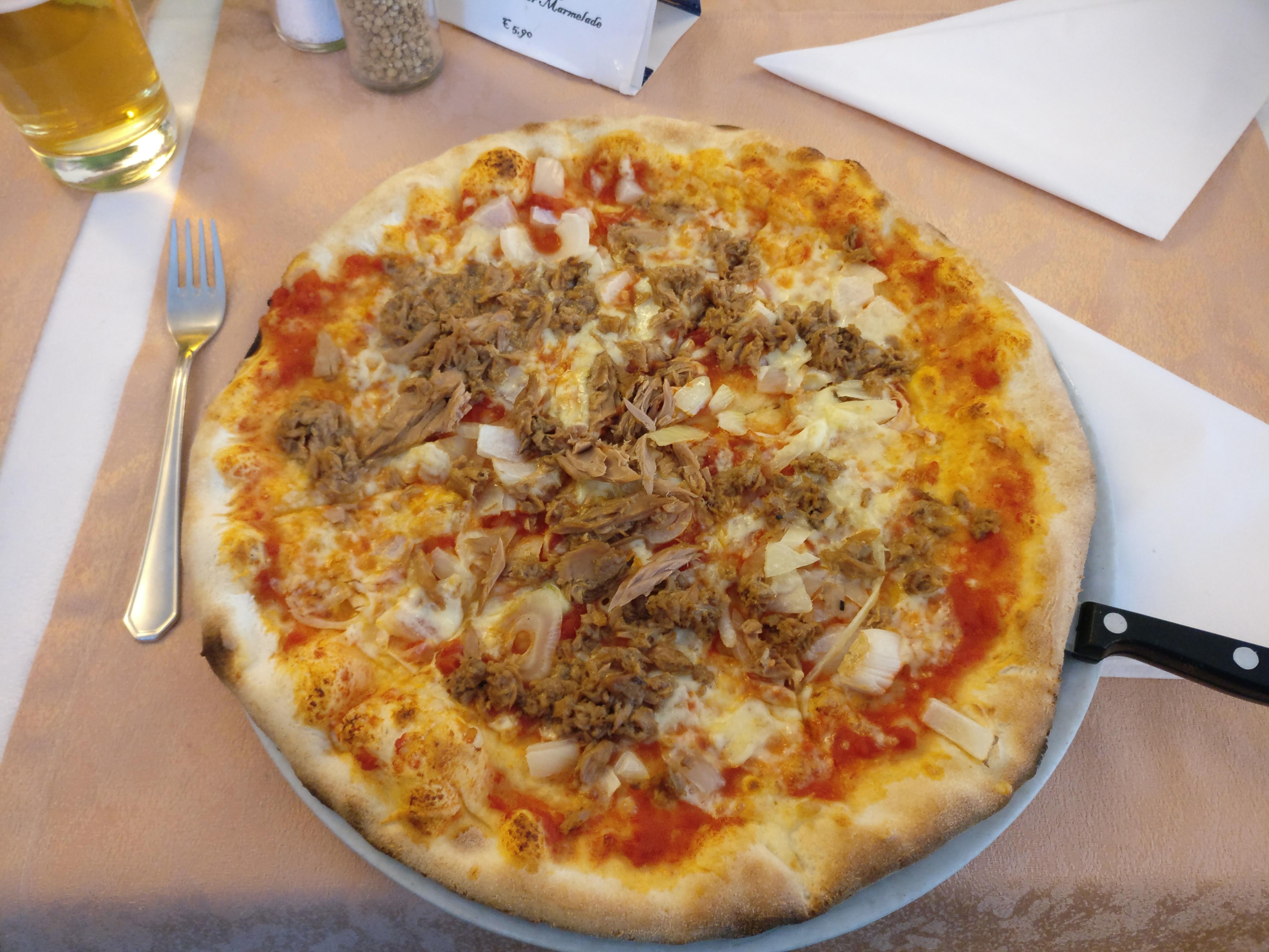 http://foodloader.net/nico_2017-05-11_pizza-mit-thunfisch-und-zwiebeln.jpg