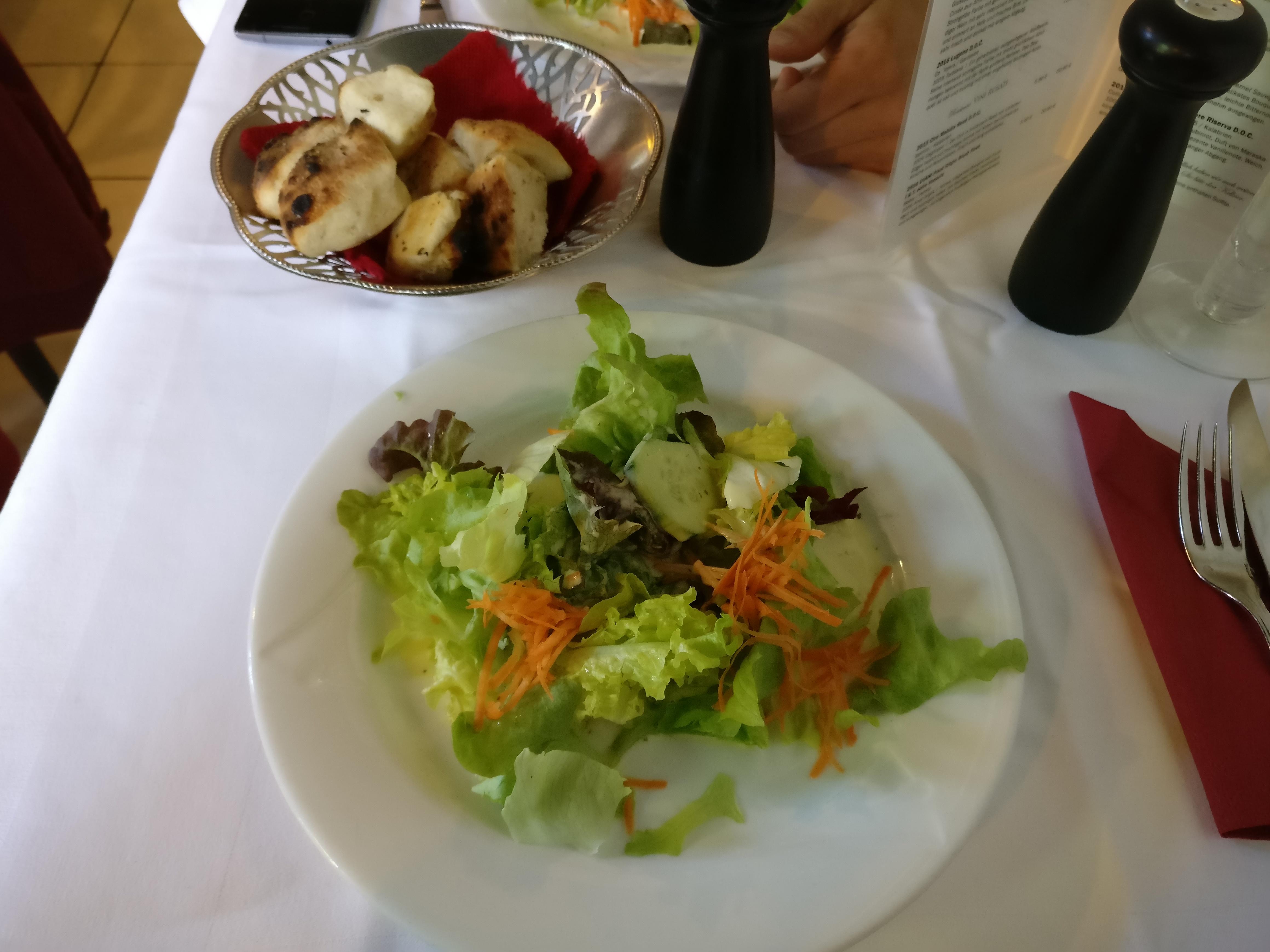 http://foodloader.net/nico_2017-05-11_salat-und-brot.jpg