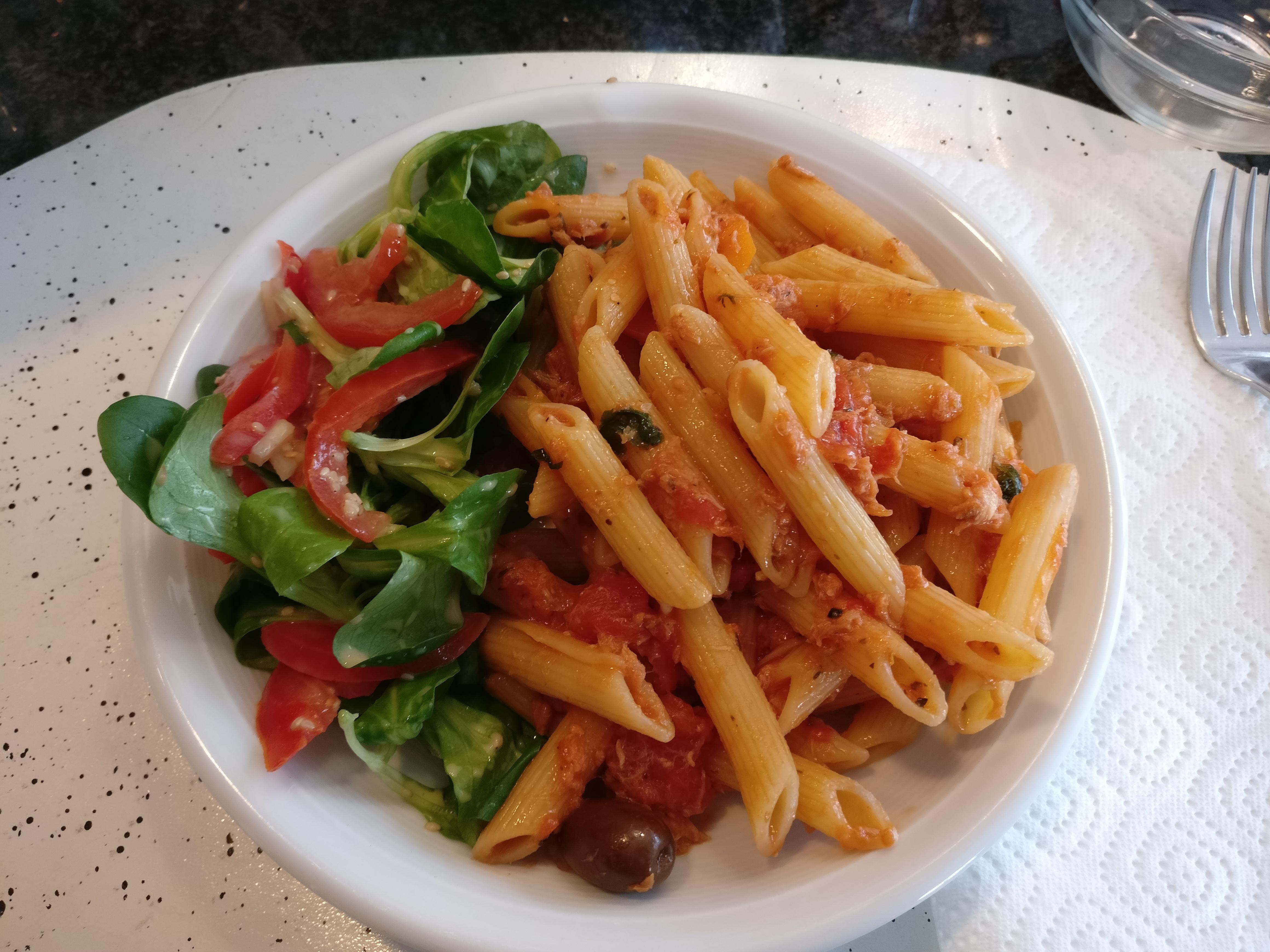 http://foodloader.net/nico_2017-05-13_penne-mit-thunfisch-tomaten-sauce.jpg