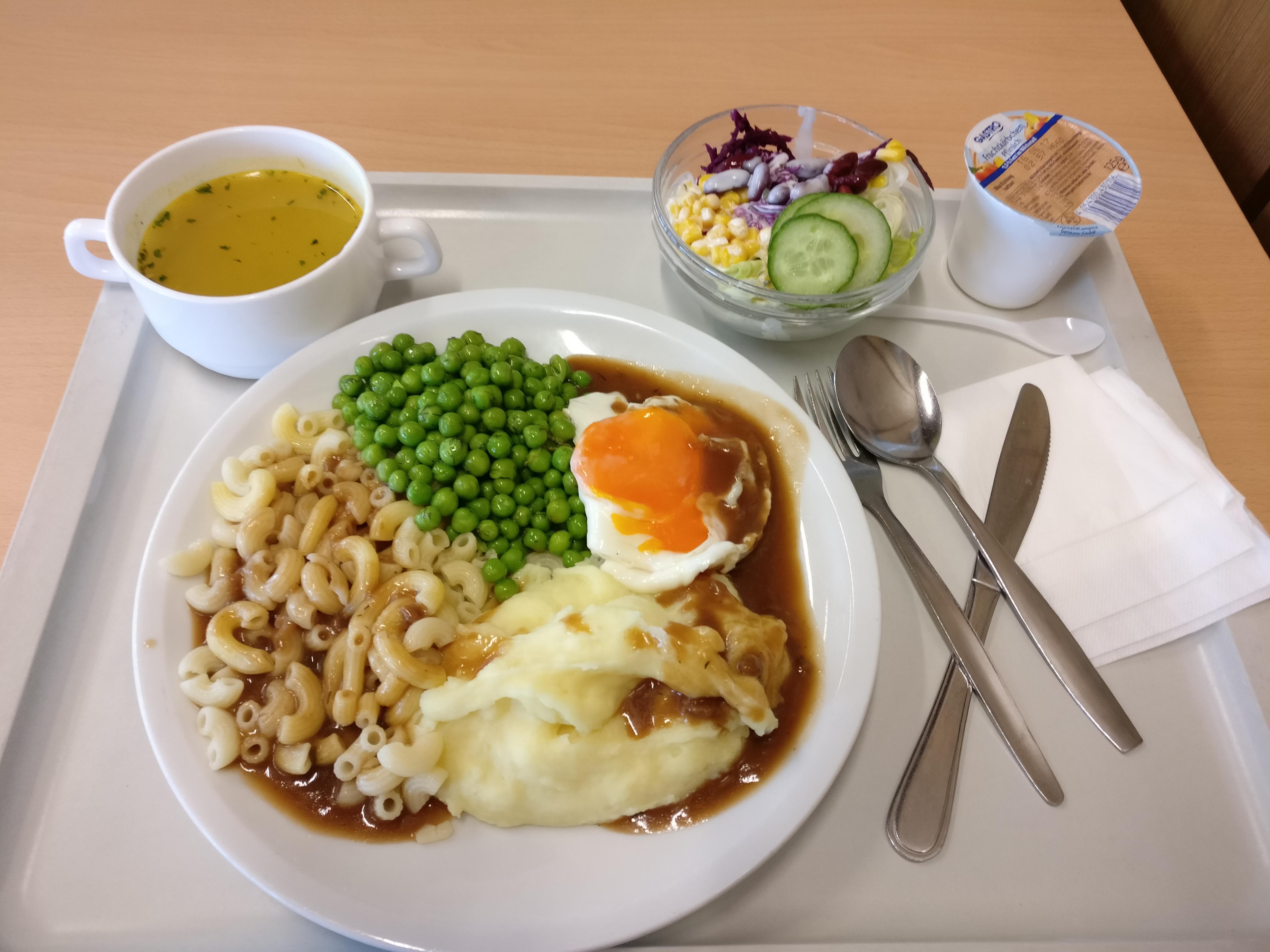 https://foodloader.net/nico_2017-05-16_spiegelei-erbsen-kartoffelpuree-nudeln-suppe-salat-joghurt.jpg