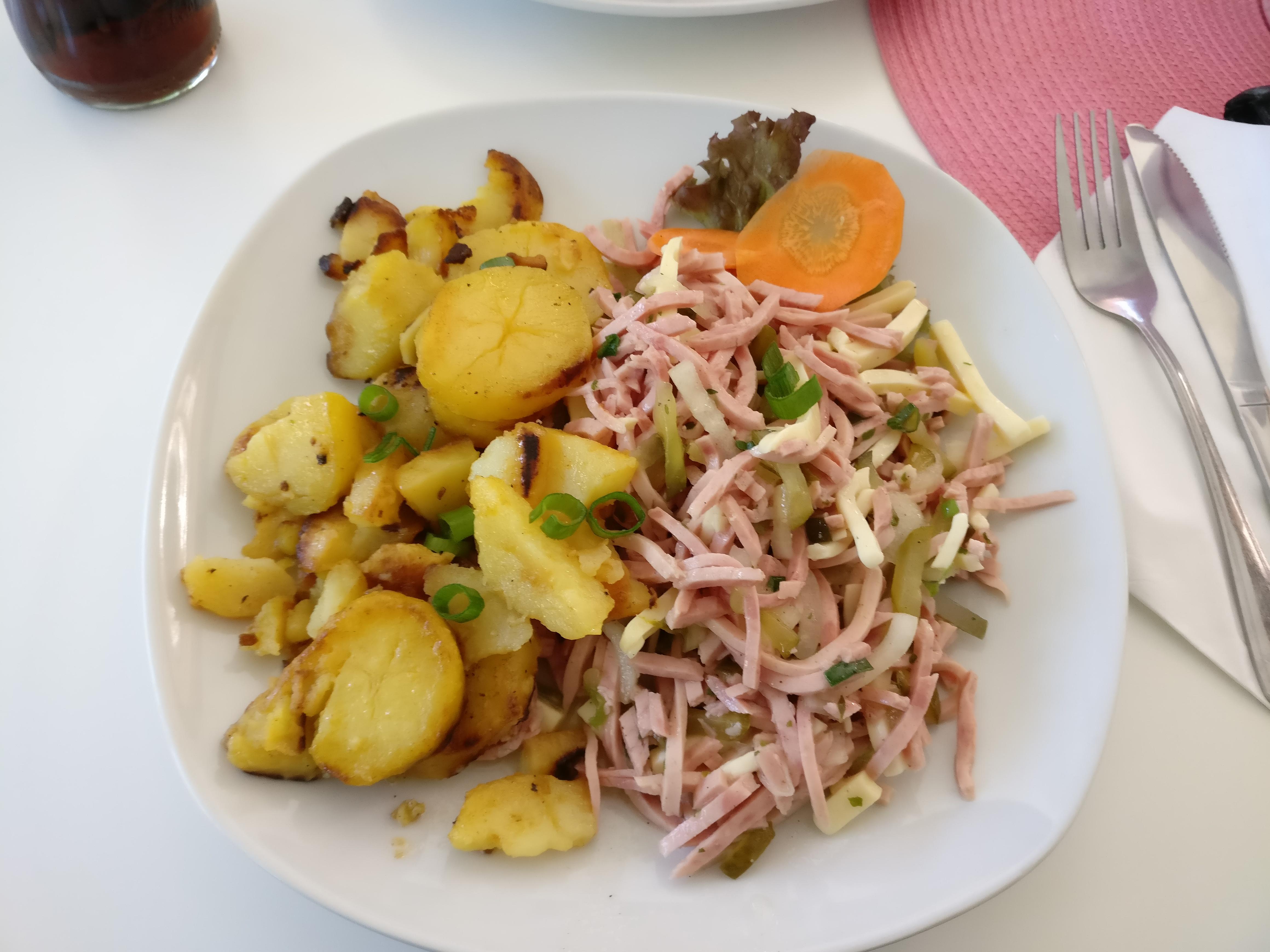 http://foodloader.net/nico_2017-05-17_schweizer-wurstsalat-mit-bratkartoffeln.jpg