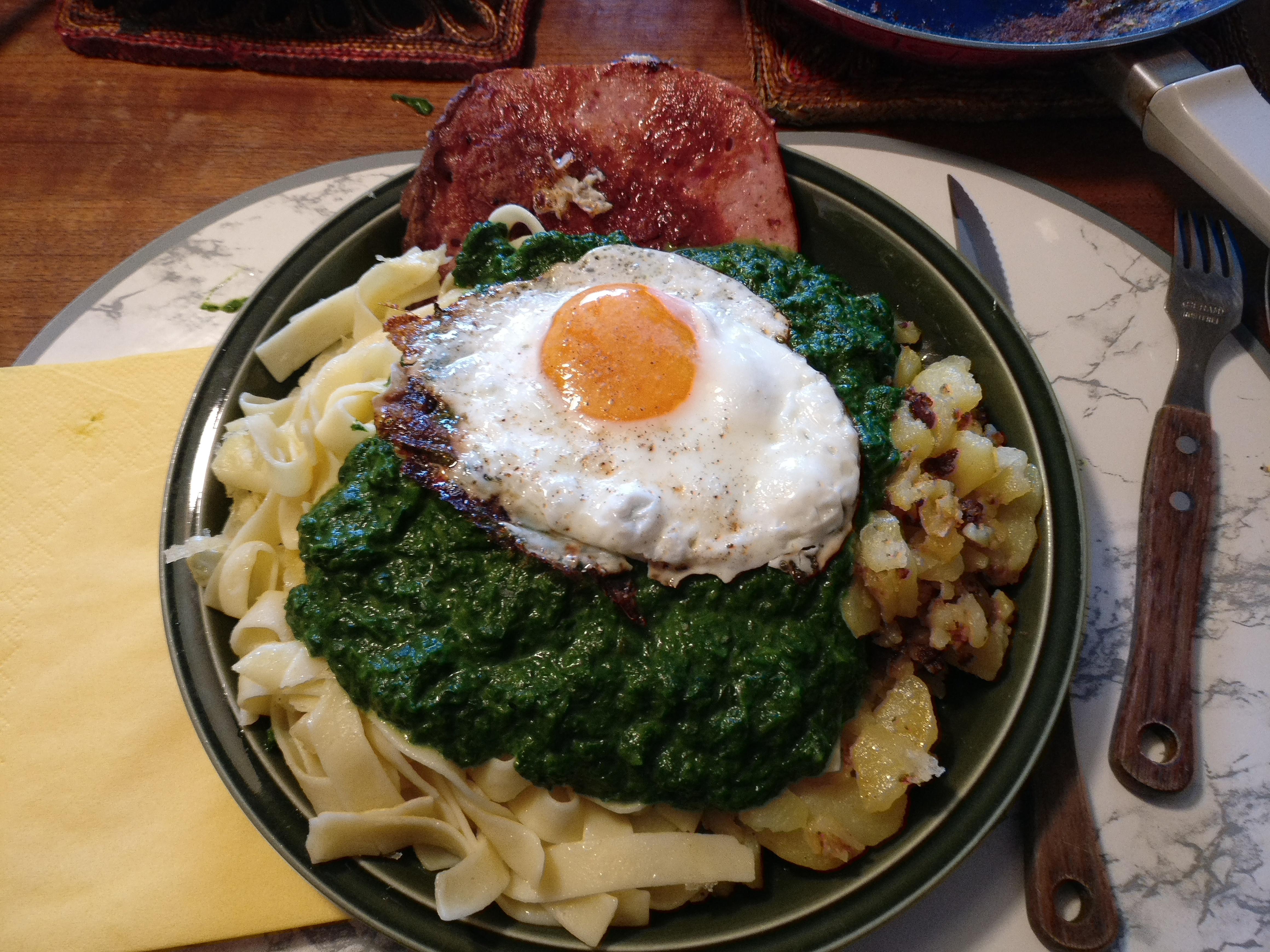 http://foodloader.net/nico_2017-05-24_fleischkaese-spinat-nudeln-bratkartoffeln-spiegelei.jpg