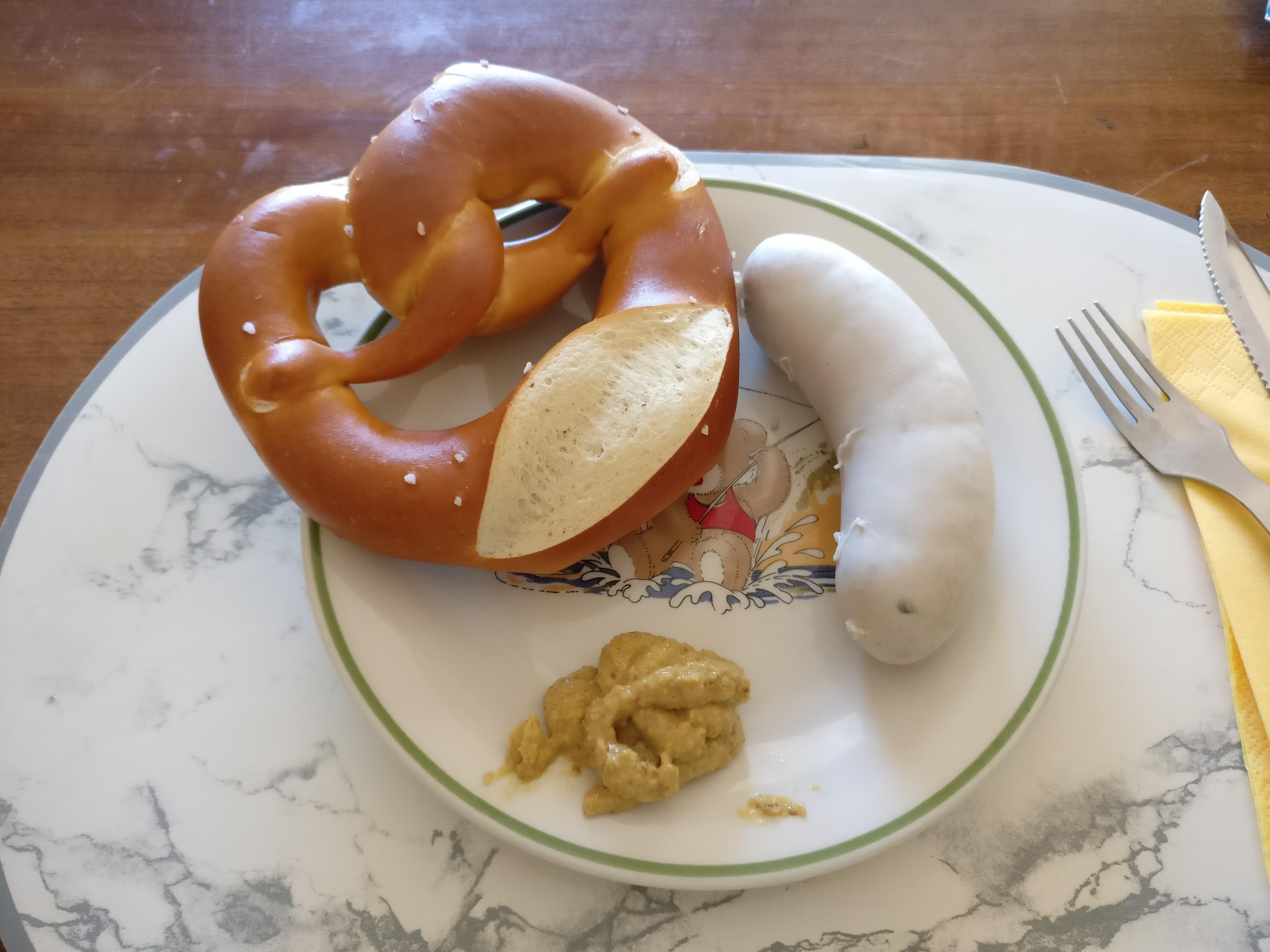 http://foodloader.net/nico_2017-05-27_weisswurst-und-brezel.jpg