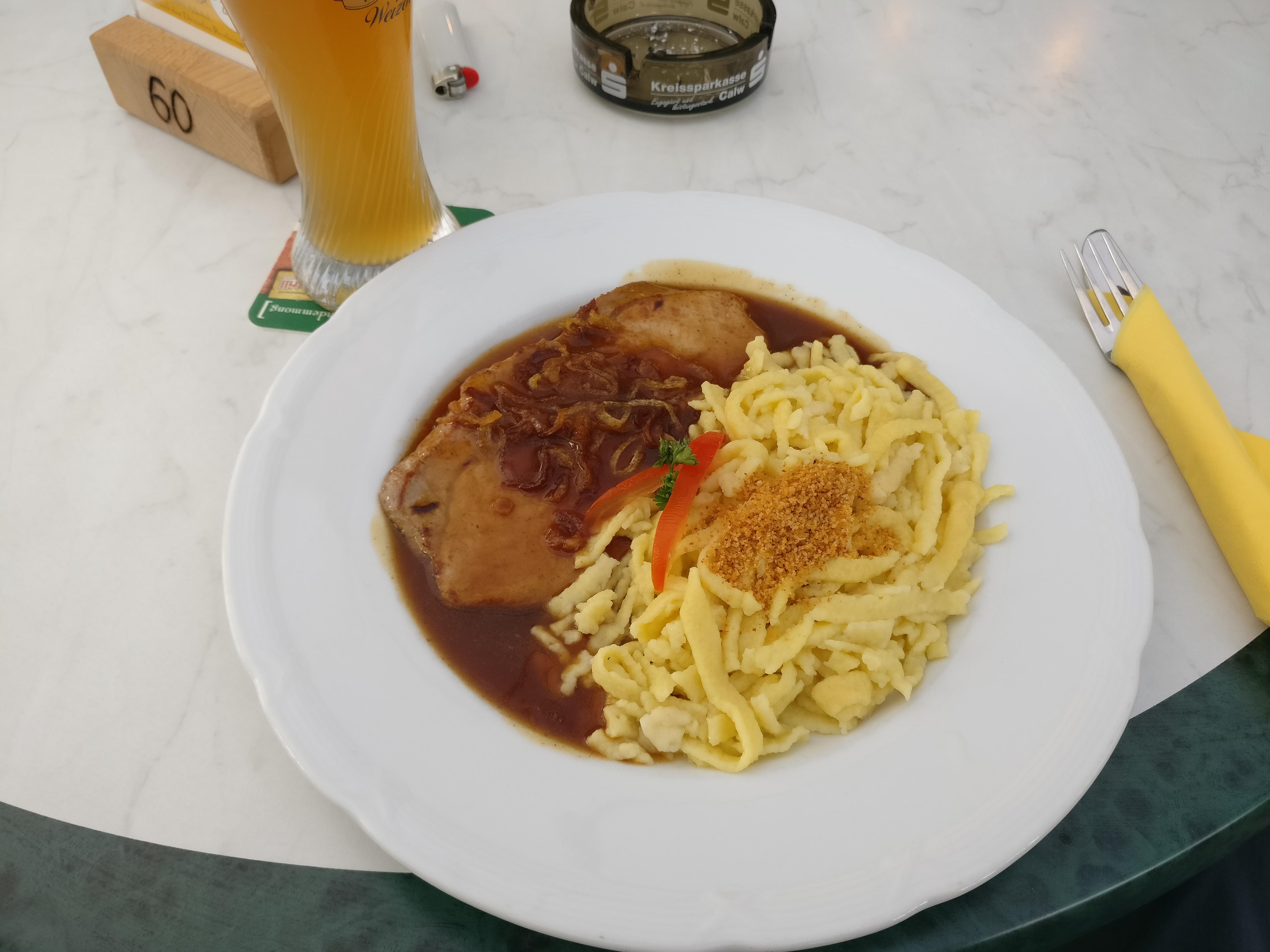 http://foodloader.net/nico_2017-05-28_schnitzel-mit-spaetzle-und-zwiebelsauce.jpg