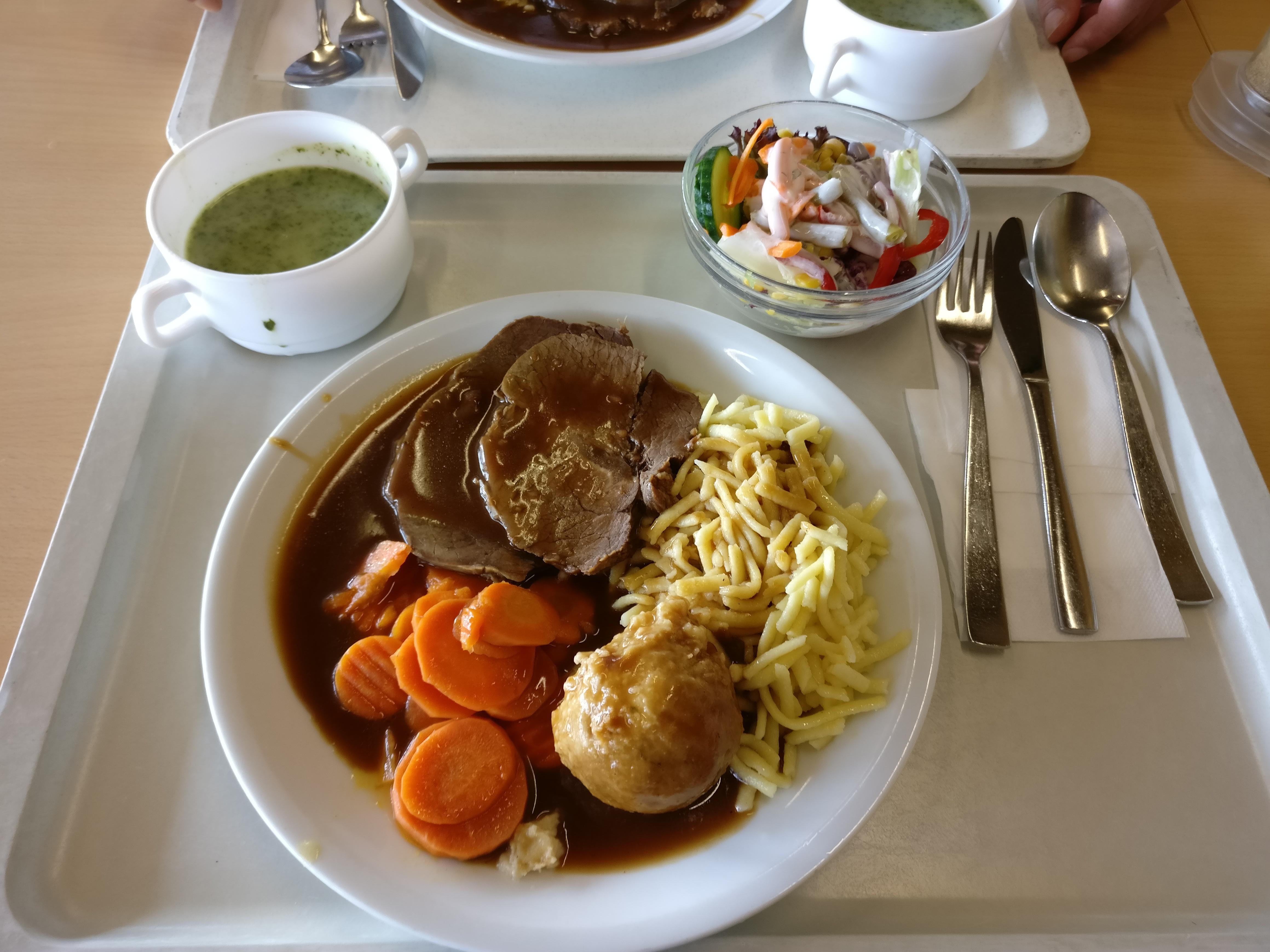 http://foodloader.net/nico_2017-05-31_rinderbraten-burgunder-art-spaetzle-knoedel-karotten-suppe-salat.jpg