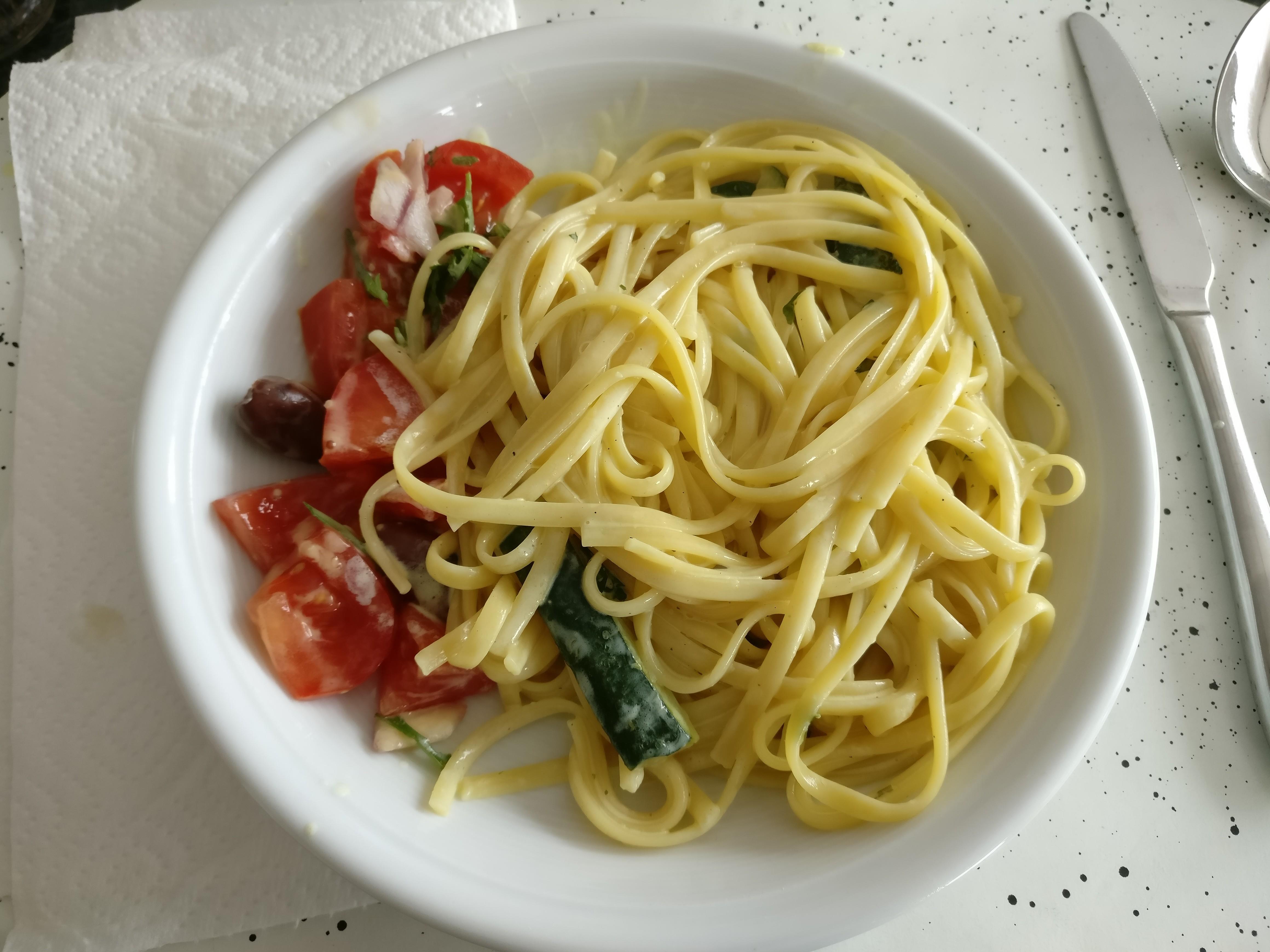 http://foodloader.net/nico_2017-06-05_bavette-mit-zucchini-sahne-sauce.jpg