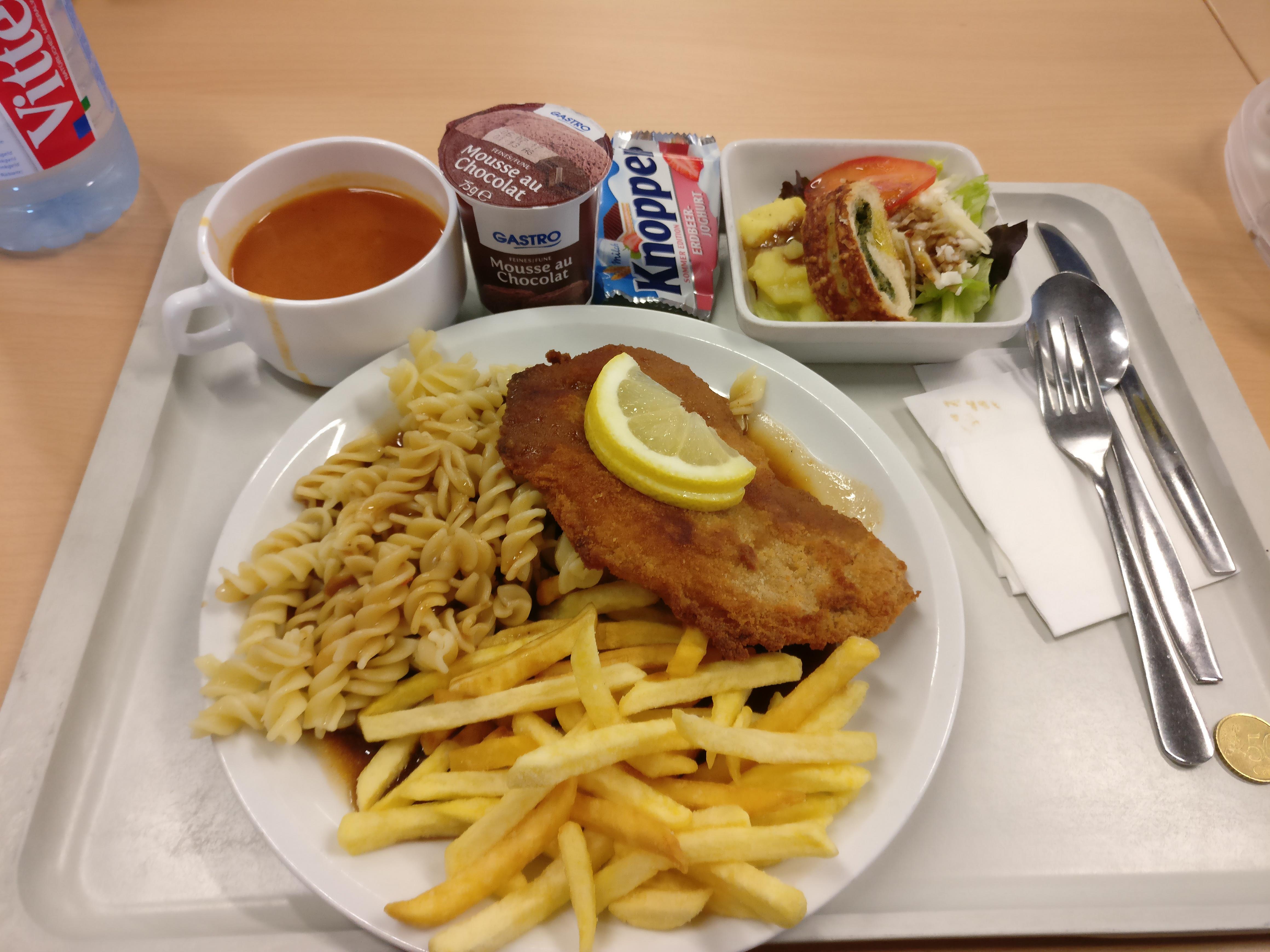 http://foodloader.net/nico_2017-06-22_schnitzel-mit-spaetzle-und-pommes-suppe-salat-und-nachtisch.jpg