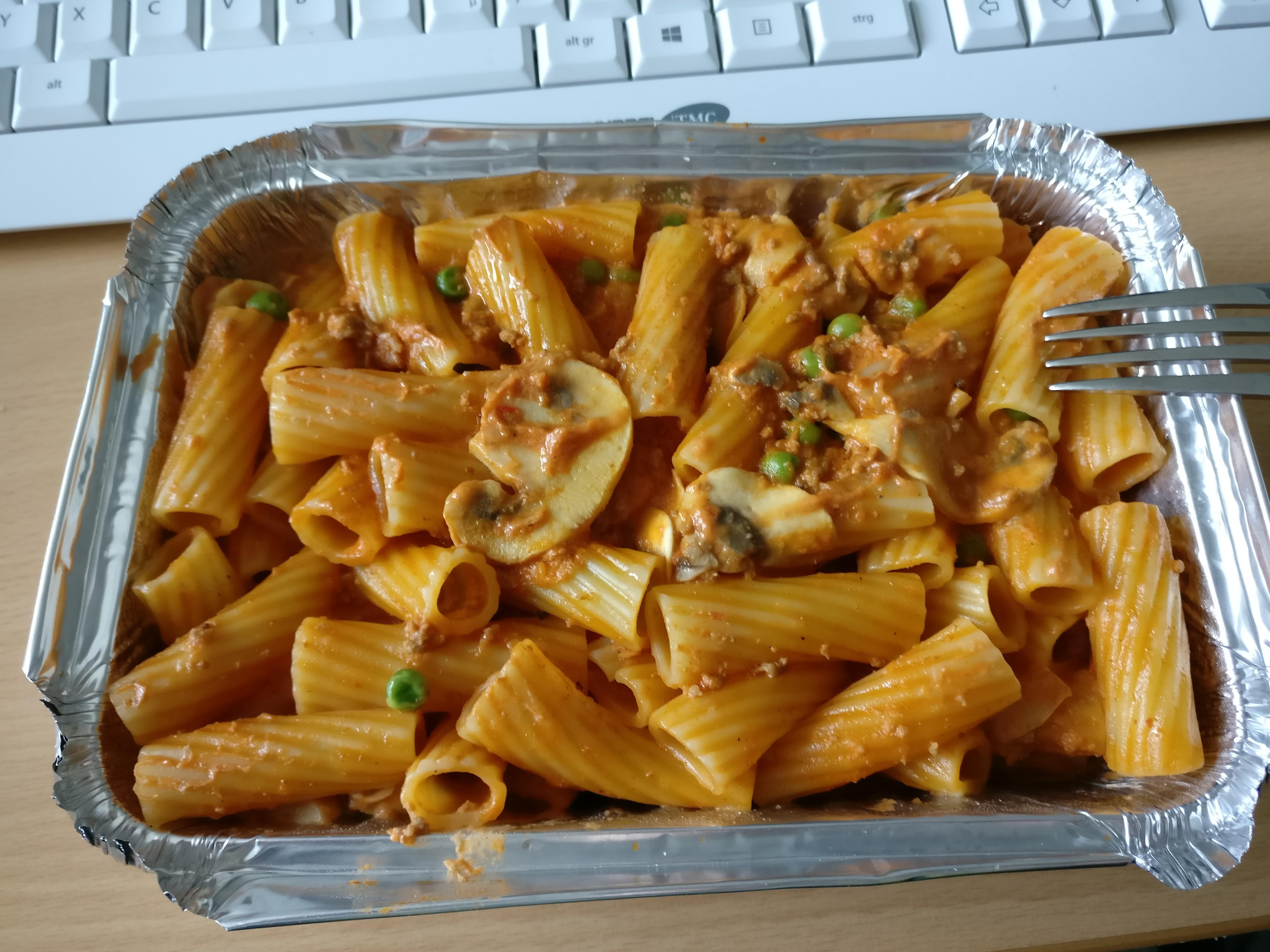 https://foodloader.net/nico_2017-06-23_rigatoni-bolognese-pilze-erbsen.jpg