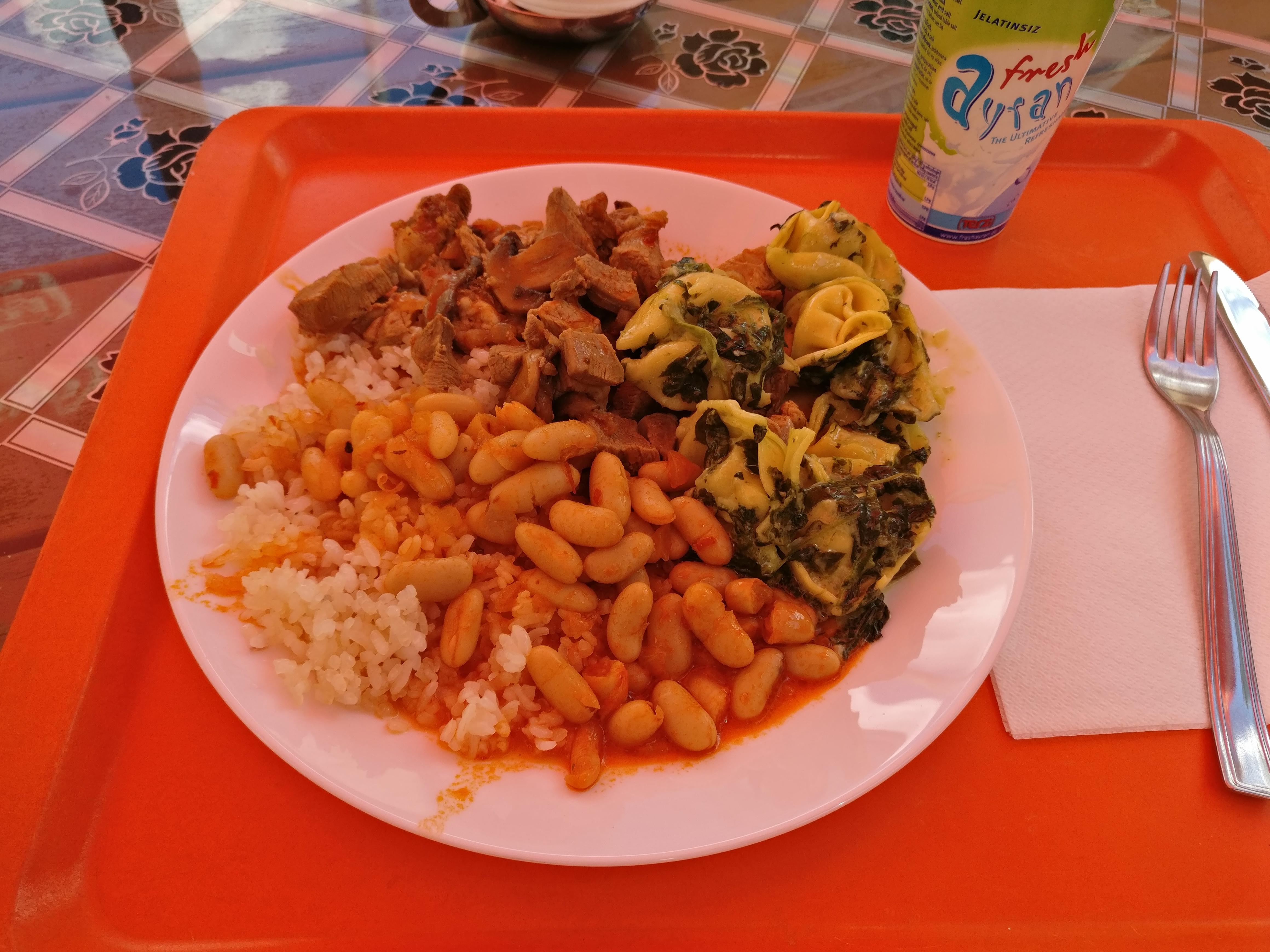 http://foodloader.net/nico_2017-06-30_reis-fleisch-tortellini-bohnen.jpg