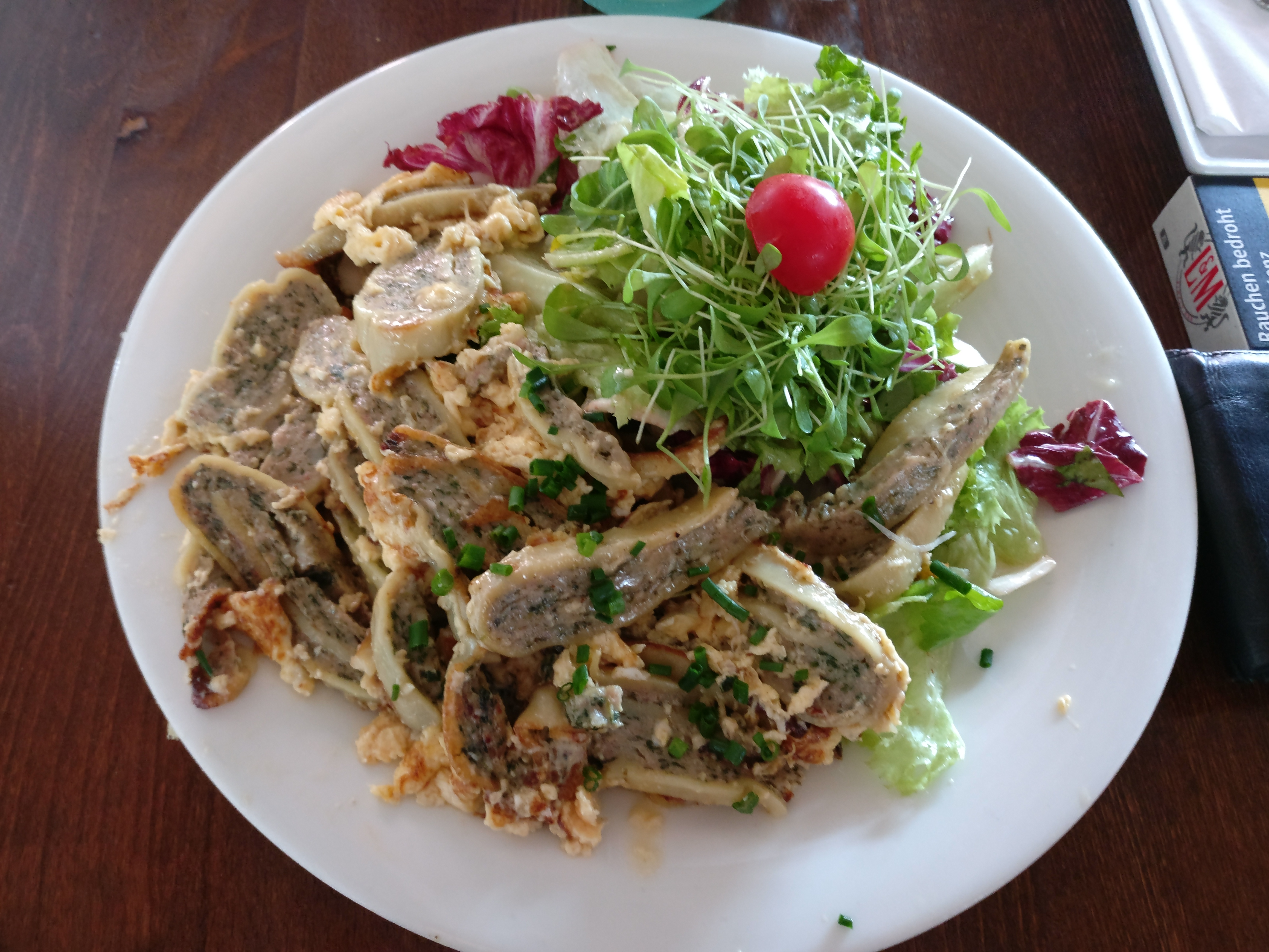 http://foodloader.net/nico_2017-07-03_gebratene-maultaschen-mit-ei-und-salat.jpg