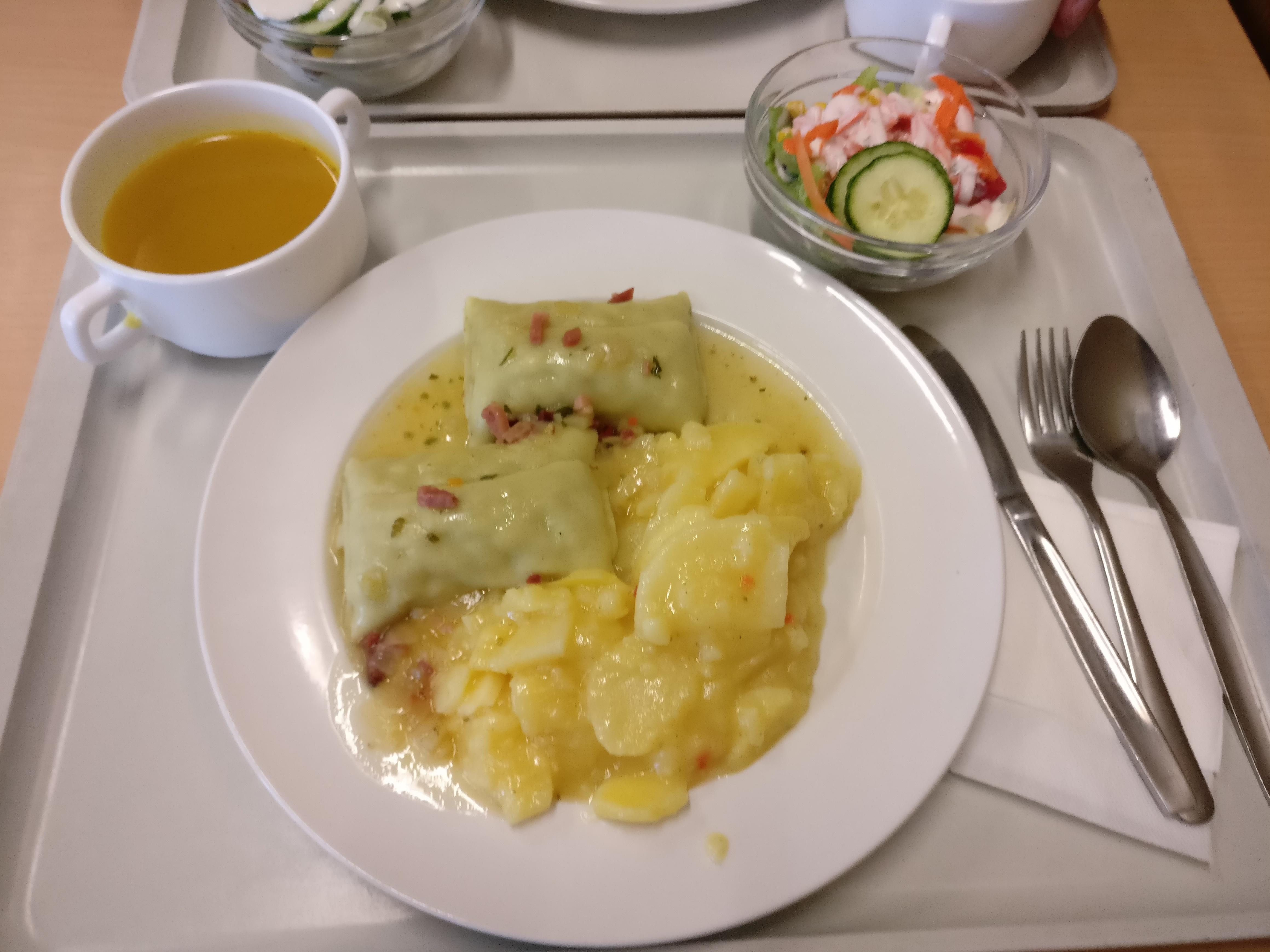 http://foodloader.net/nico_2017-07-05_maultaschen-mit-kartoffelsalat-suppe-und-salat.jpg