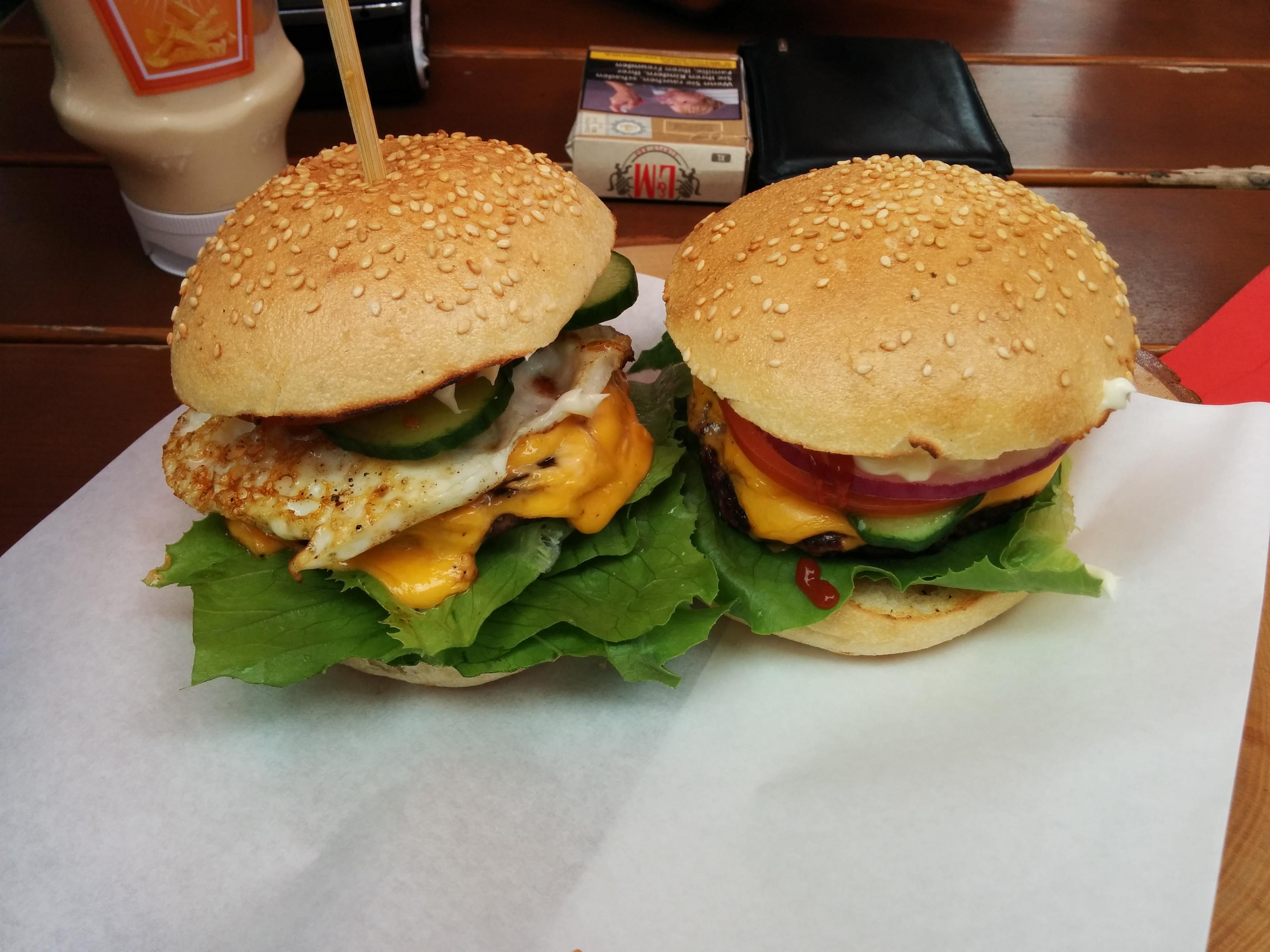 http://foodloader.net/nico_2017-07-11_cheeseburger-und-cheggburger.jpg