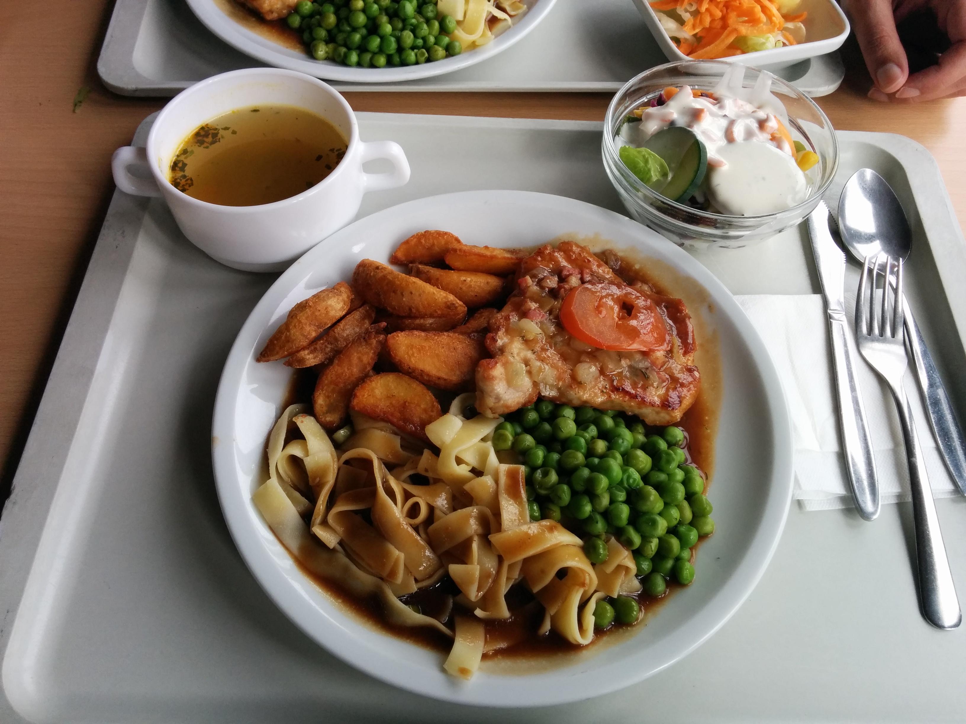 http://foodloader.net/nico_2017-07-12_schweinesteak-nudeln-kartoffelecken-erbsen-suppe-salat.jpg
