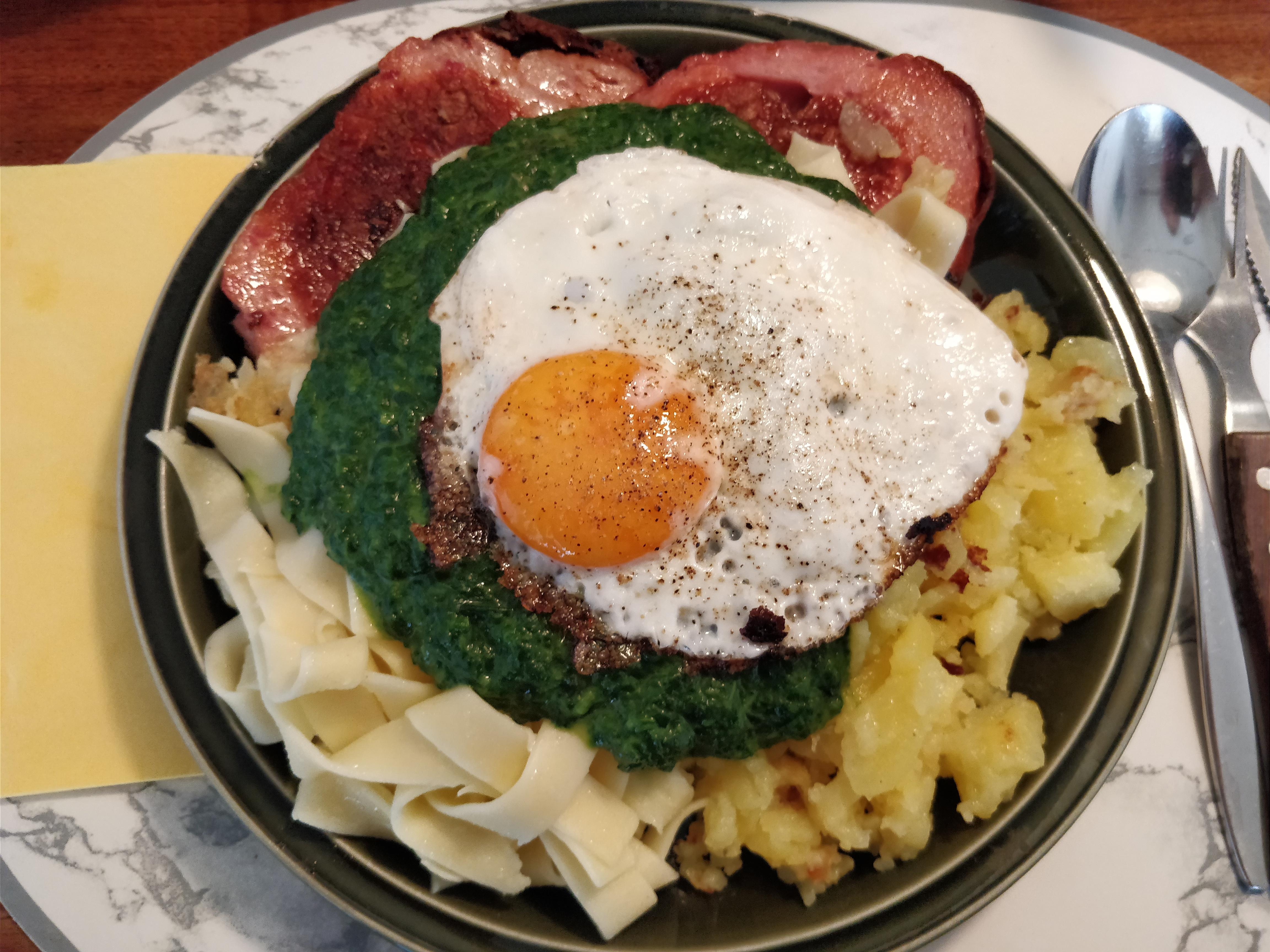 http://foodloader.net/nico_2017-07-19_fleischkaese-nudeln-bratkartoffeln-spinat-spiegelei.jpg