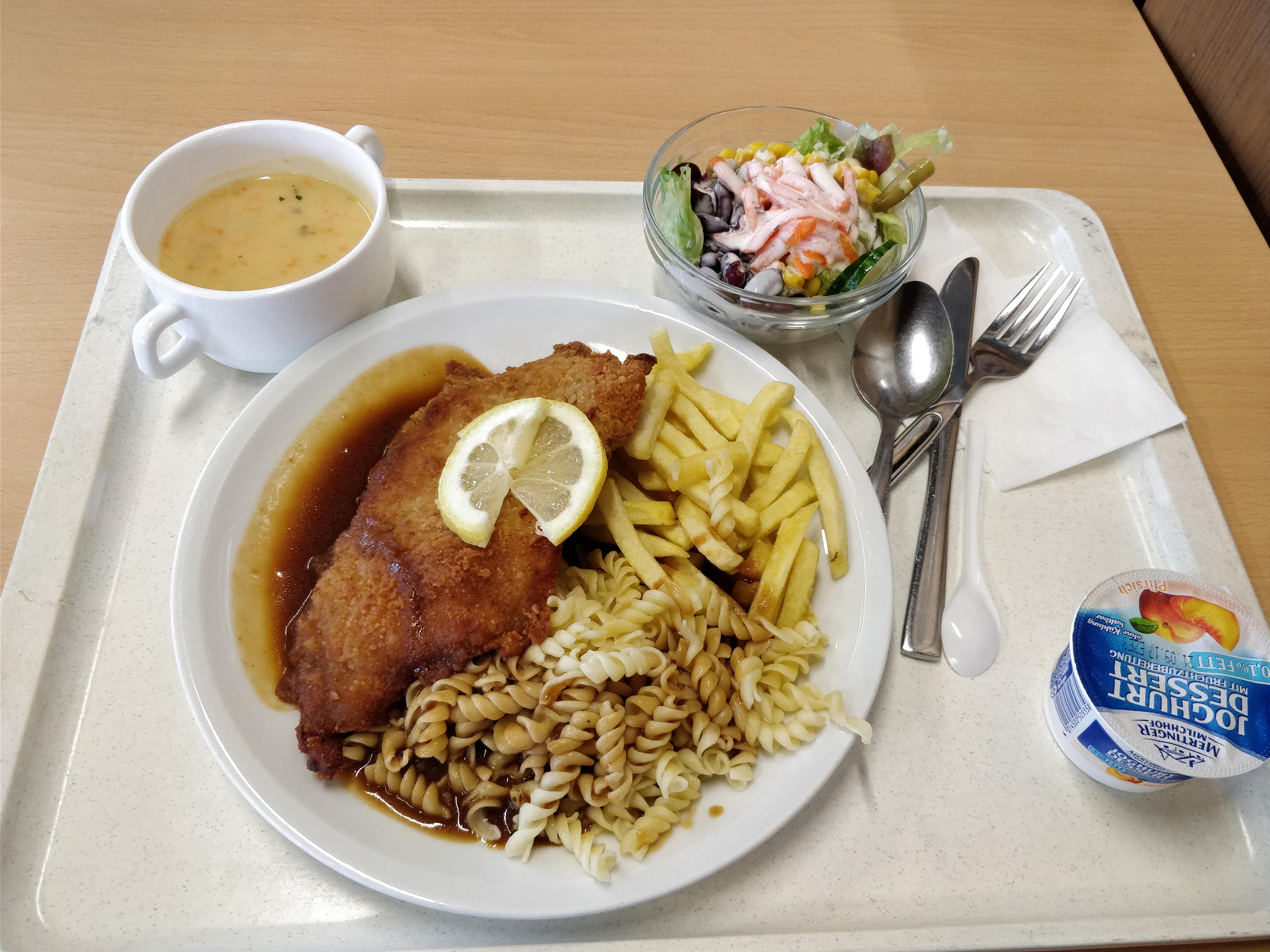 http://foodloader.net/nico_2017-07-20_cordon-bleu-pommes-nudeln-suppe-salat-nachtisch.jpg