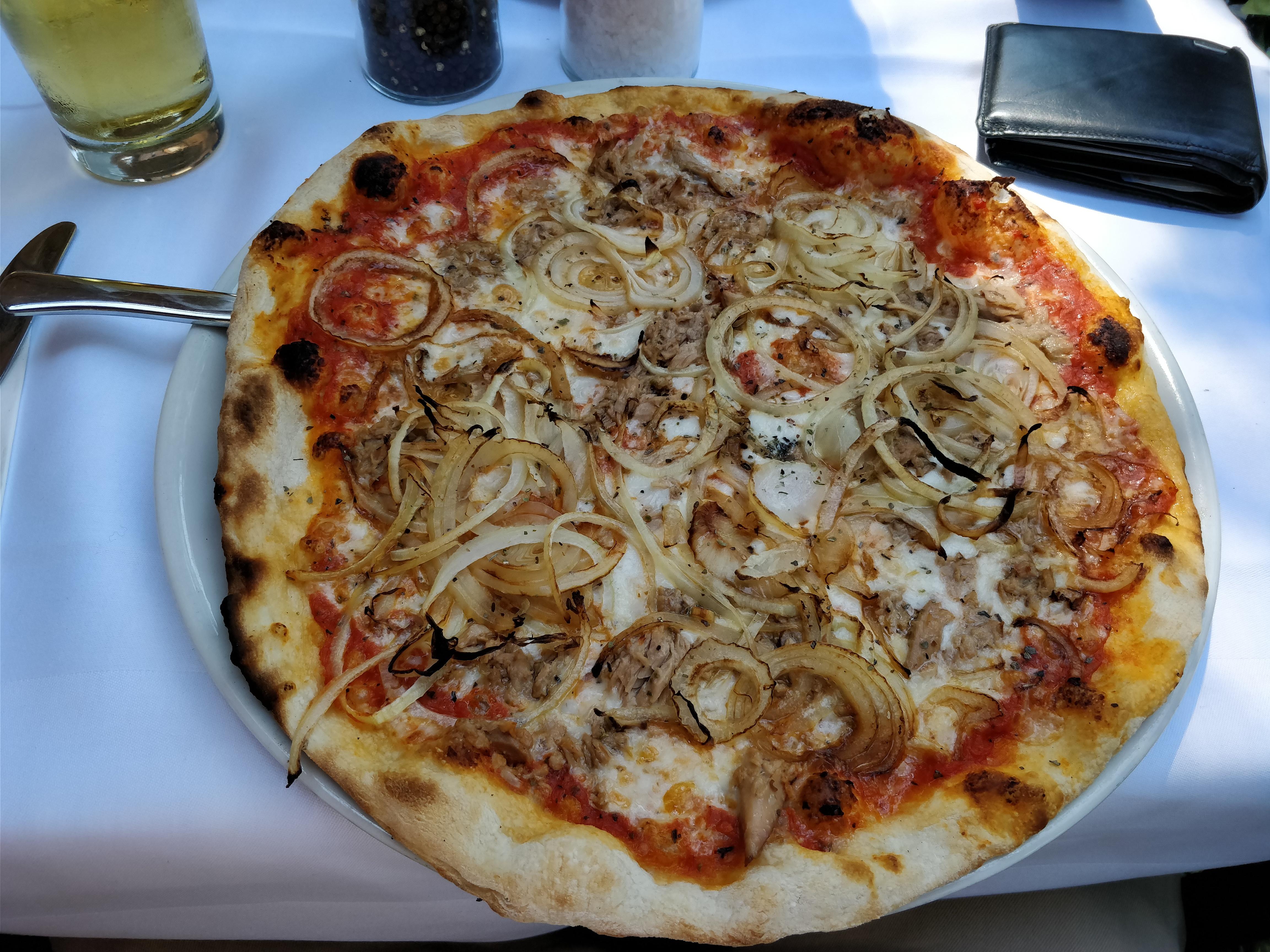http://foodloader.net/nico_2017-07-21_pizza-thunfisch-zwiebeln.jpg