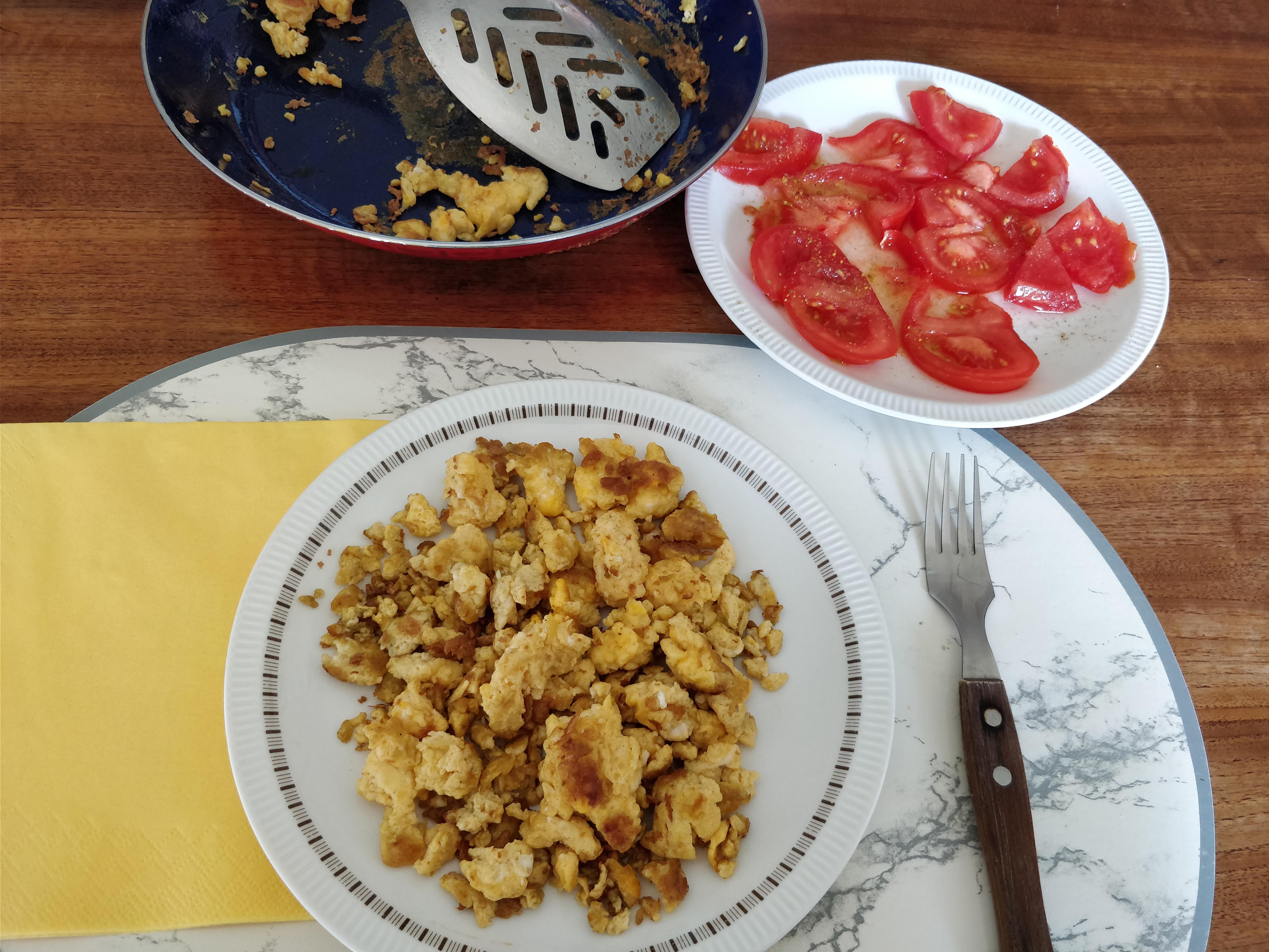 http://foodloader.net/nico_2017-07-22_ruehrei-und-tomaten.jpg