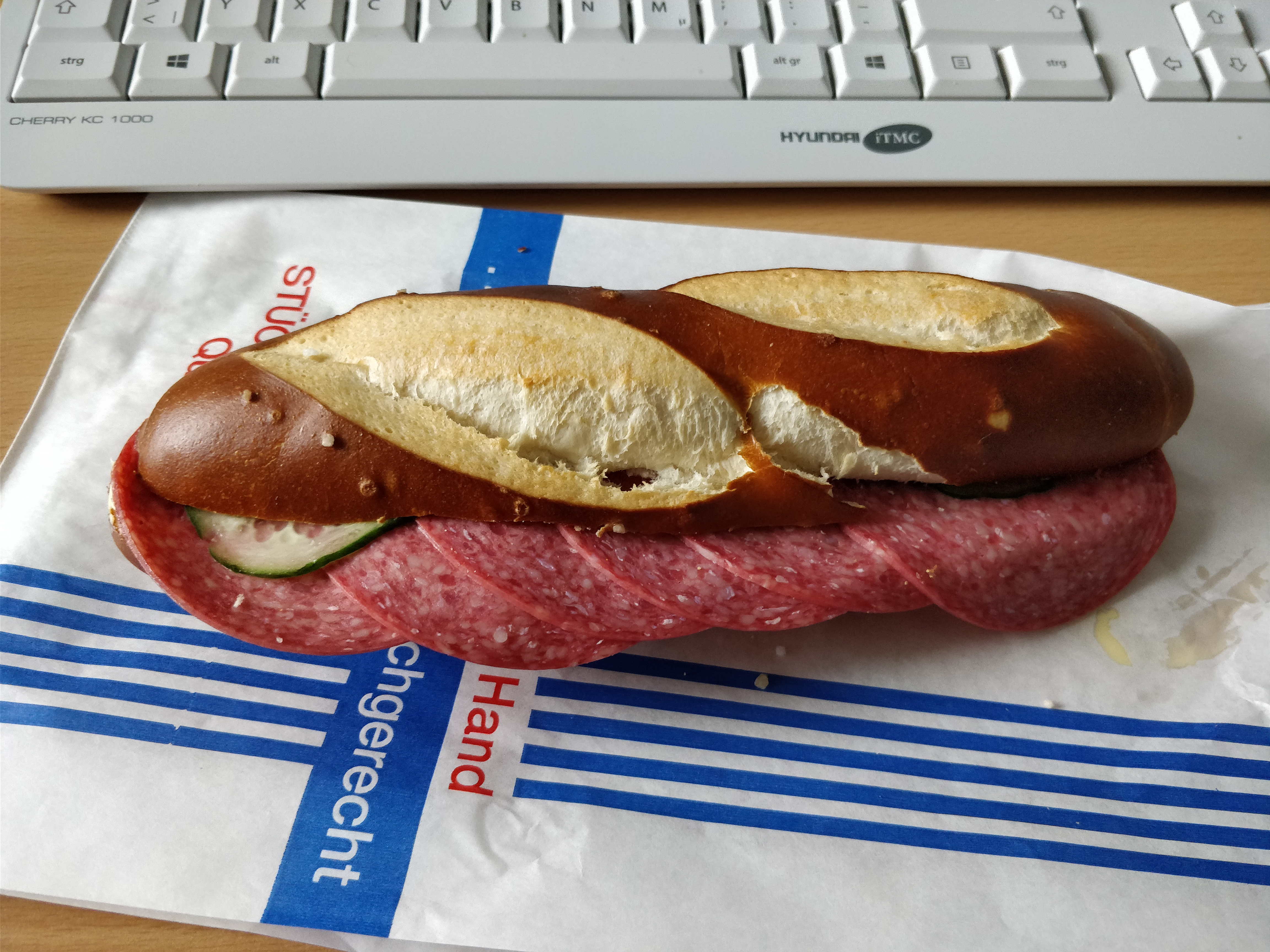 http://foodloader.net/nico_2017-07-24_belegte-laugenstange.jpg