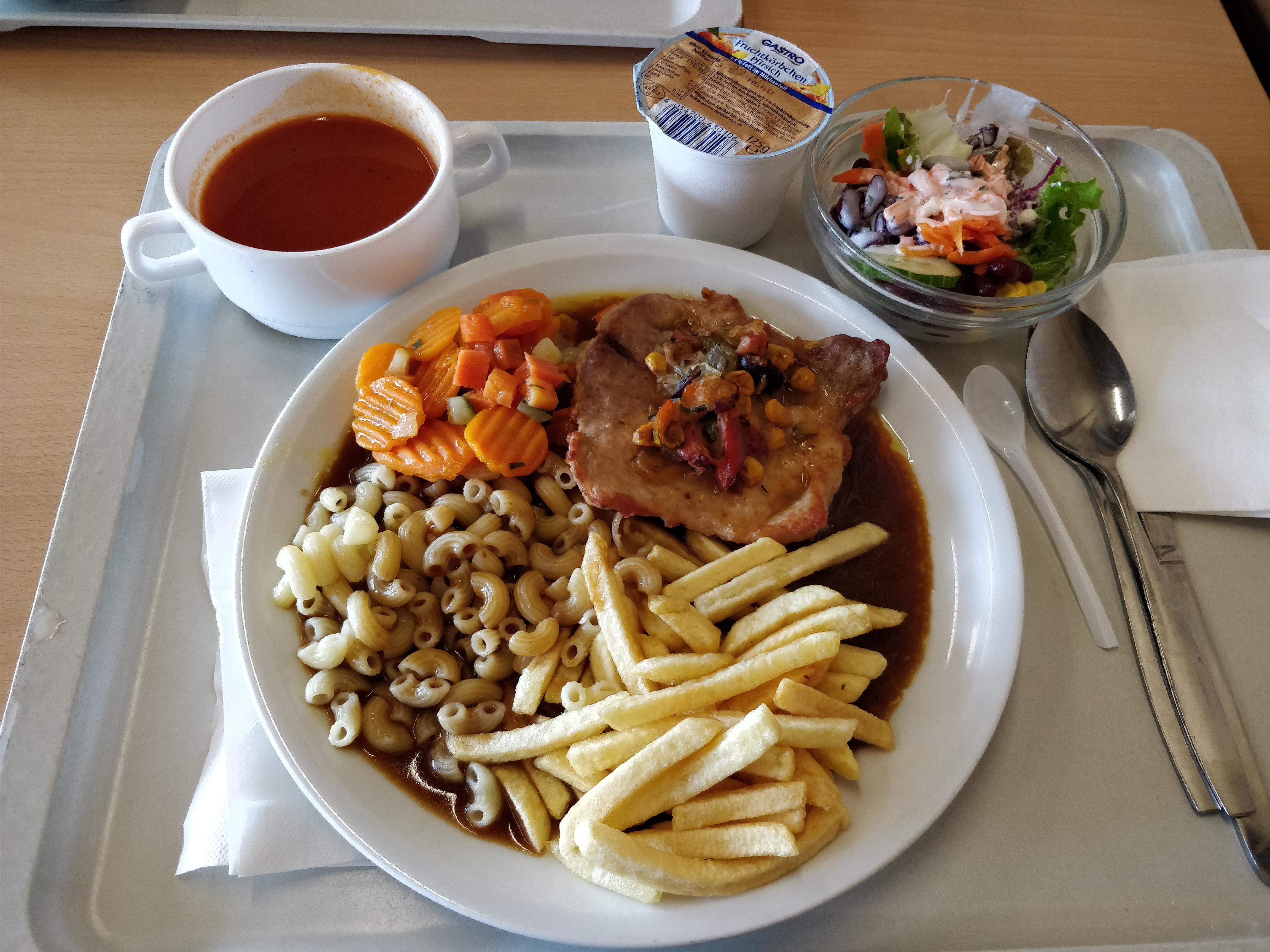 http://foodloader.net/nico_2017-08-01_schweinesteak-nudeln-pommes-gemuese-suppe-salat-joghurt.jpg