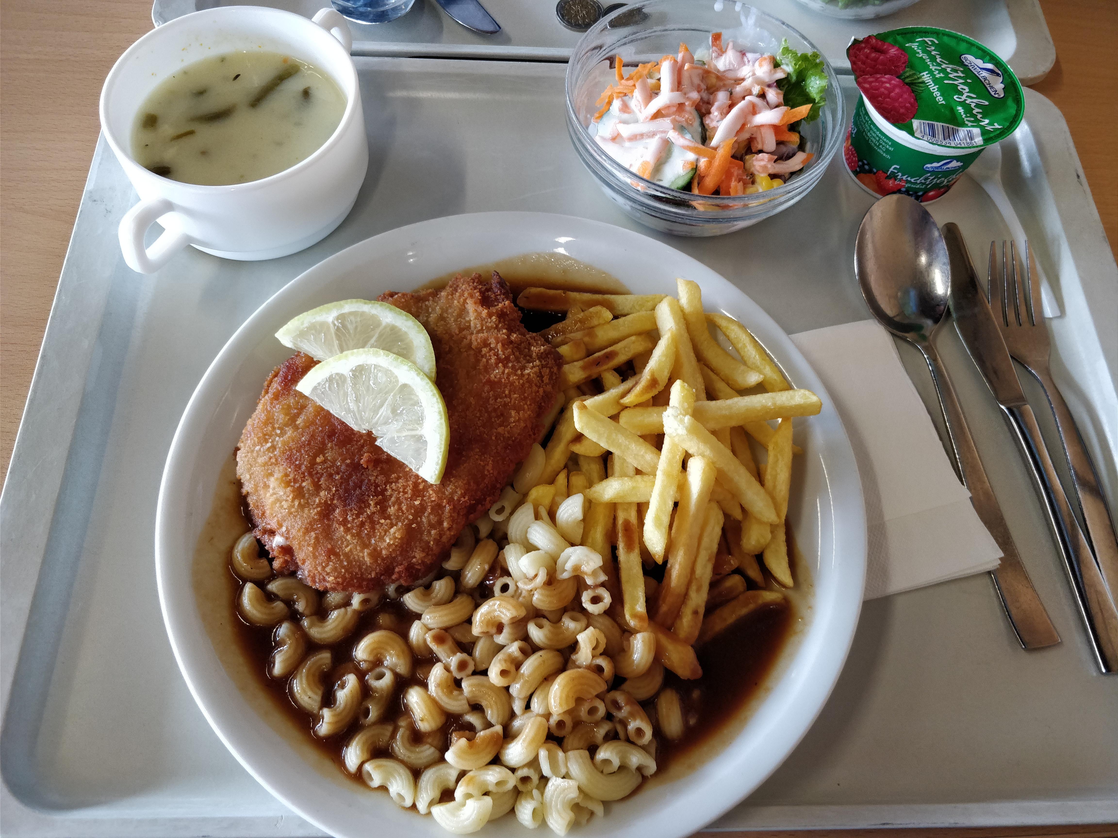 http://foodloader.net/nico_2017-08-03_cordon-bleu-pommes-nudeln-suppe-salat-nachtisch.jpg