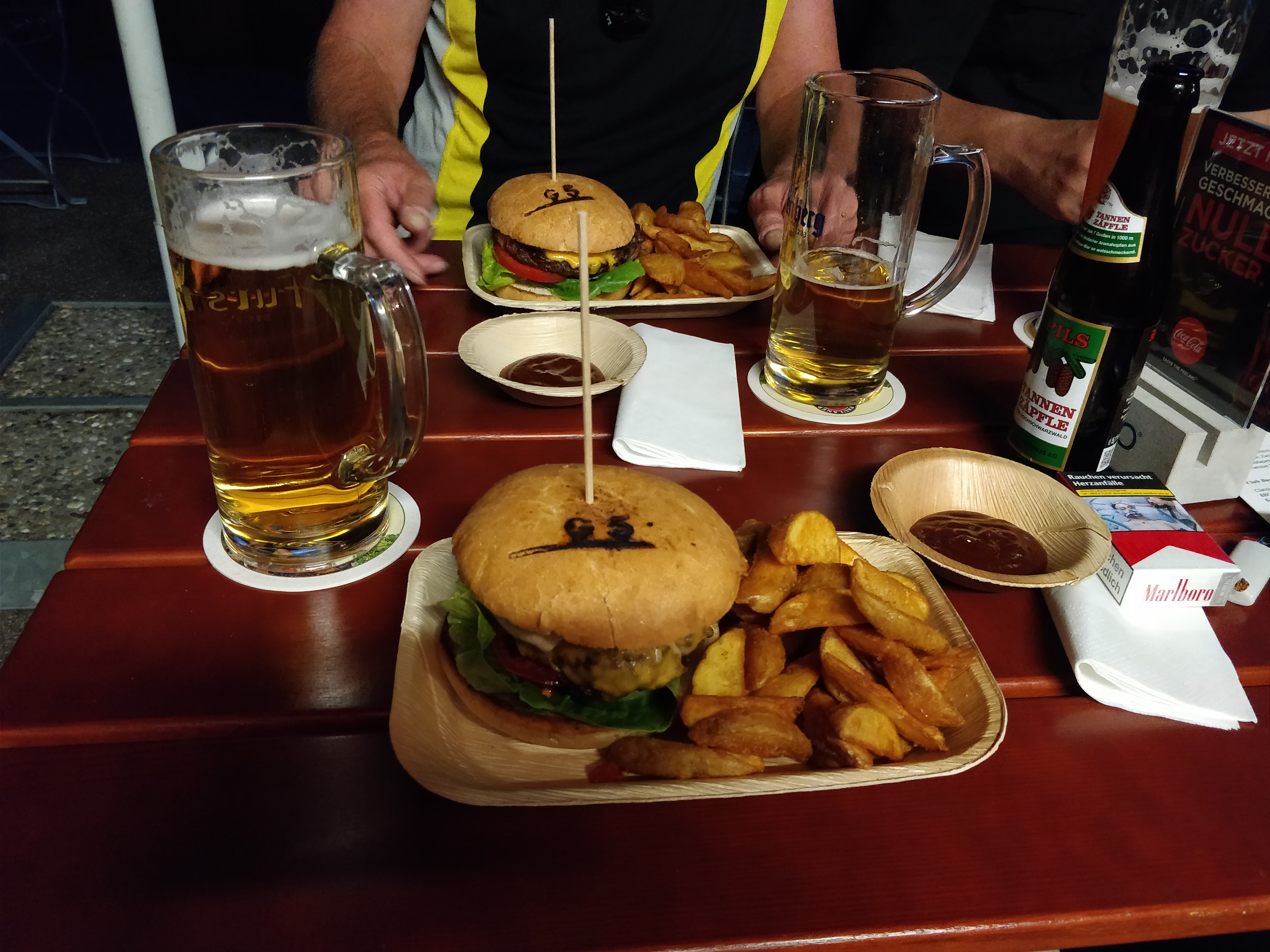 http://foodloader.net/nico_2017-08-04_g5-burger-mit-kartoffelecken.jpg