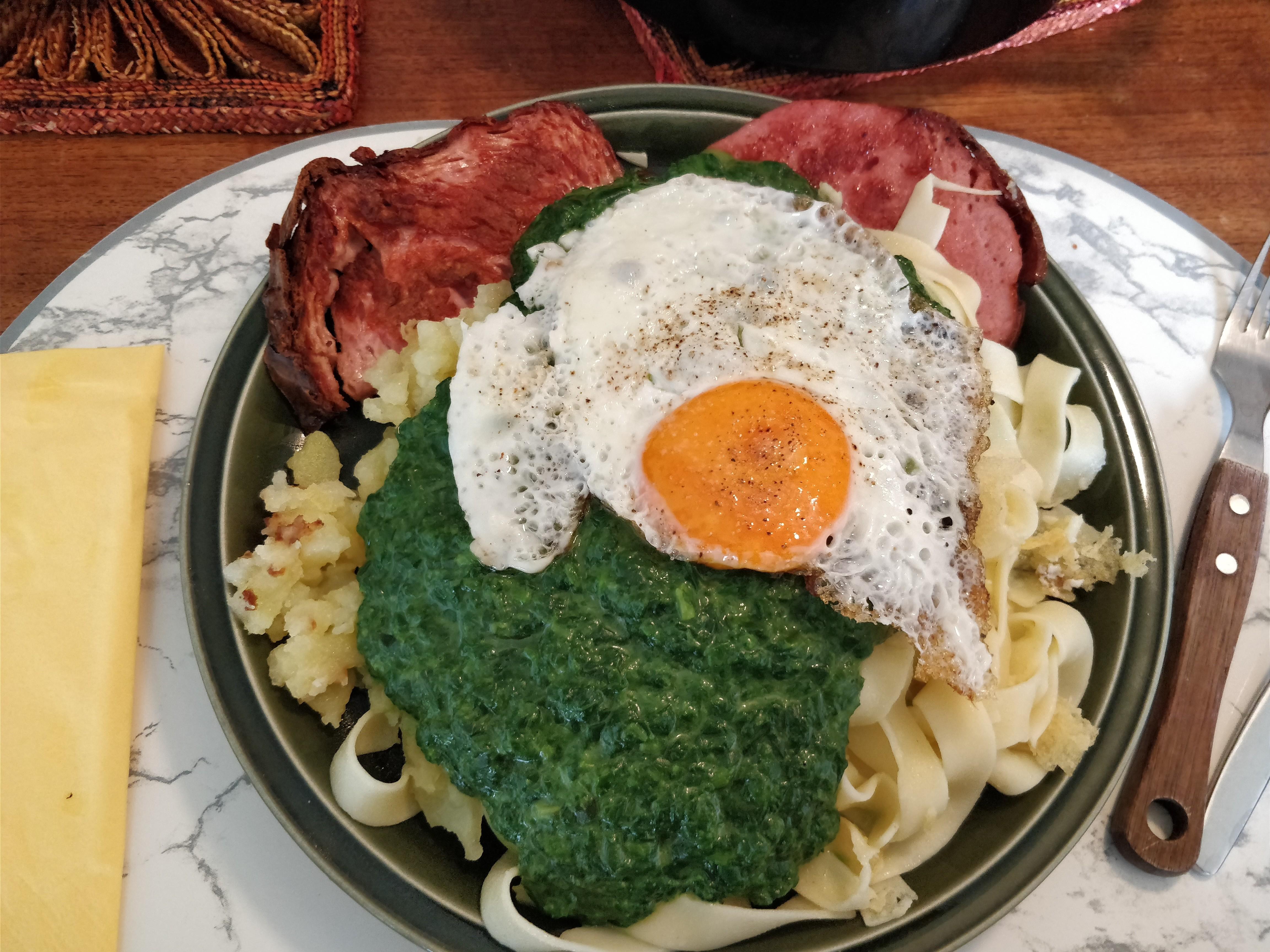http://foodloader.net/nico_2017-08-09_fleischkaese-nudeln-bratkartoffeln-spinat-spiegelei.jpg