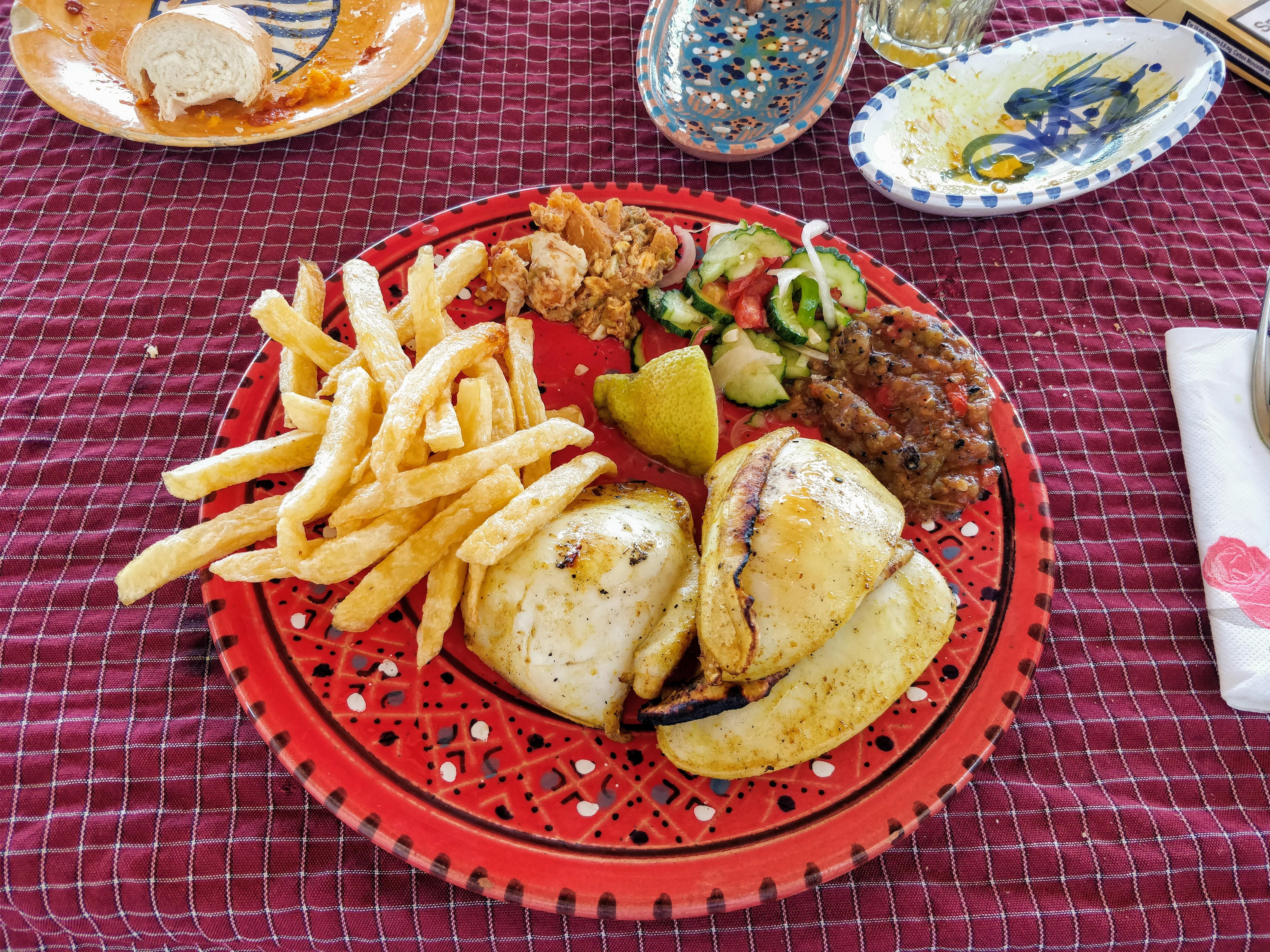 http://foodloader.net/nico_2017-08-17_tintenfisch-vom-grill-mit-pommes.jpg