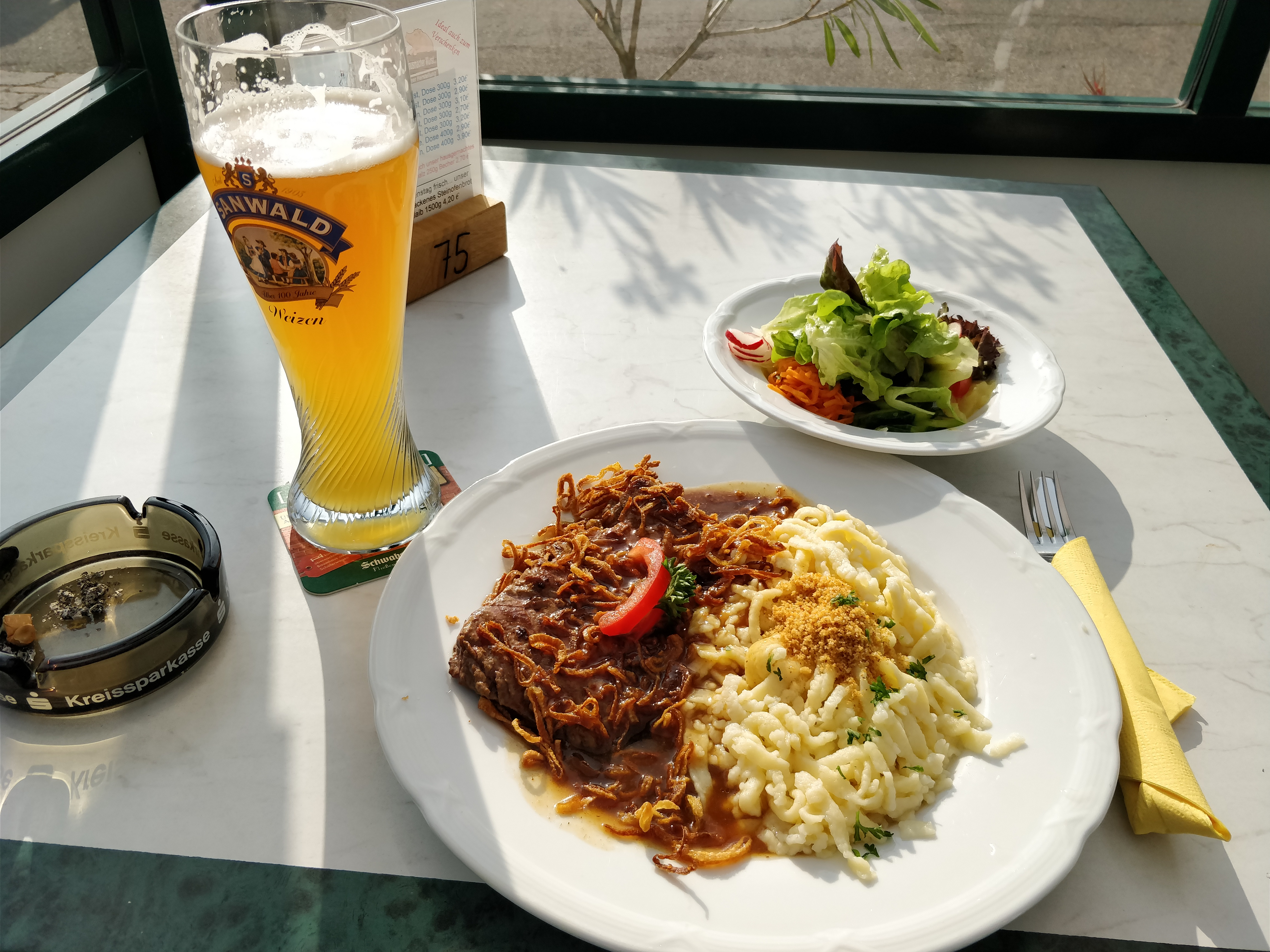 http://foodloader.net/nico_2017-08-20_zwiebelrostbraten-mit-spaetzle-und-salat.jpg