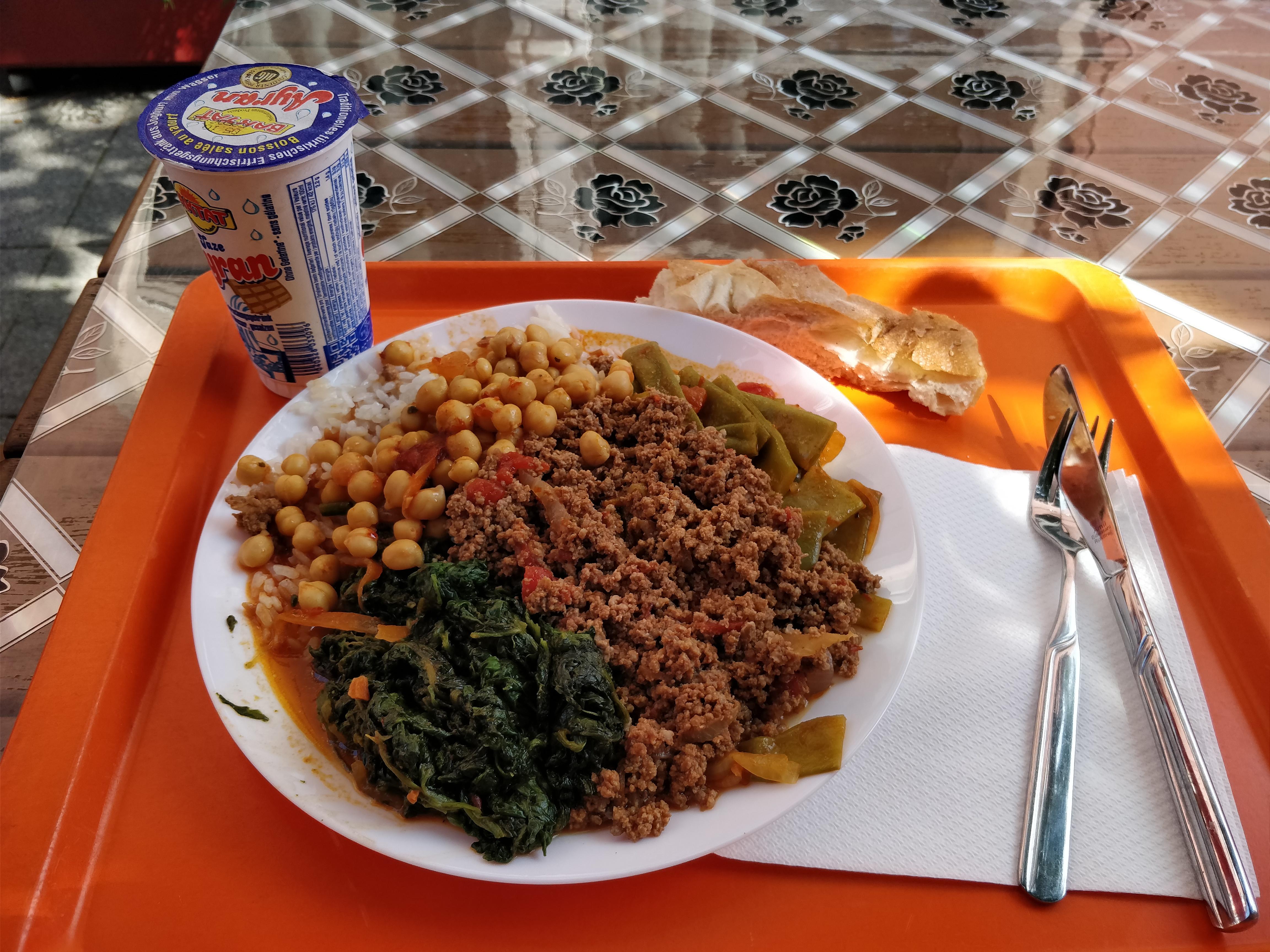 http://foodloader.net/nico_2017-08-25_reis-fleisch-spinat-gemuese-kichererbsen.jpg