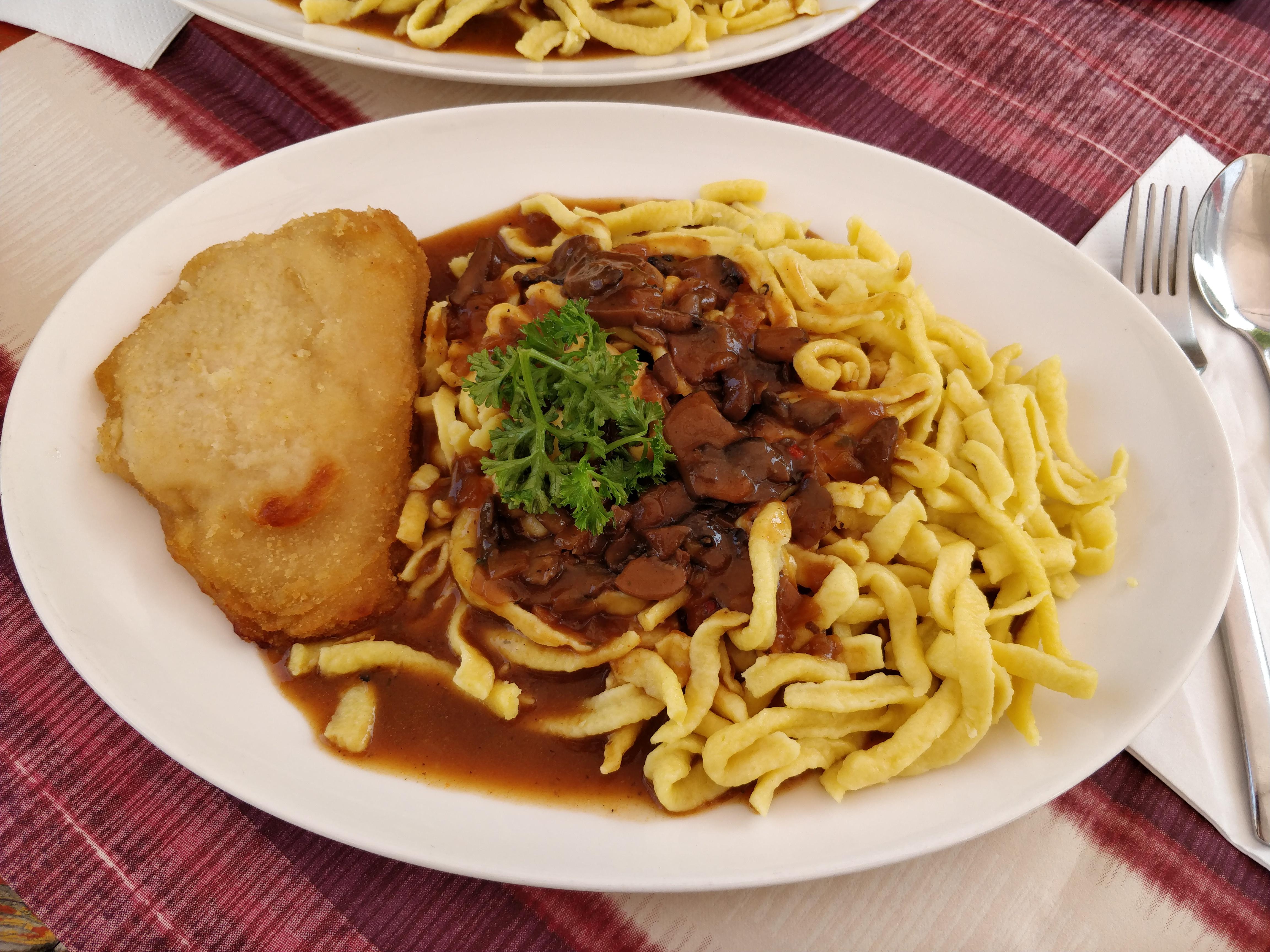 https://foodloader.net/nico_2017-08-28_huehnchen-cordon-bleu-mit-spaetzle.jpg