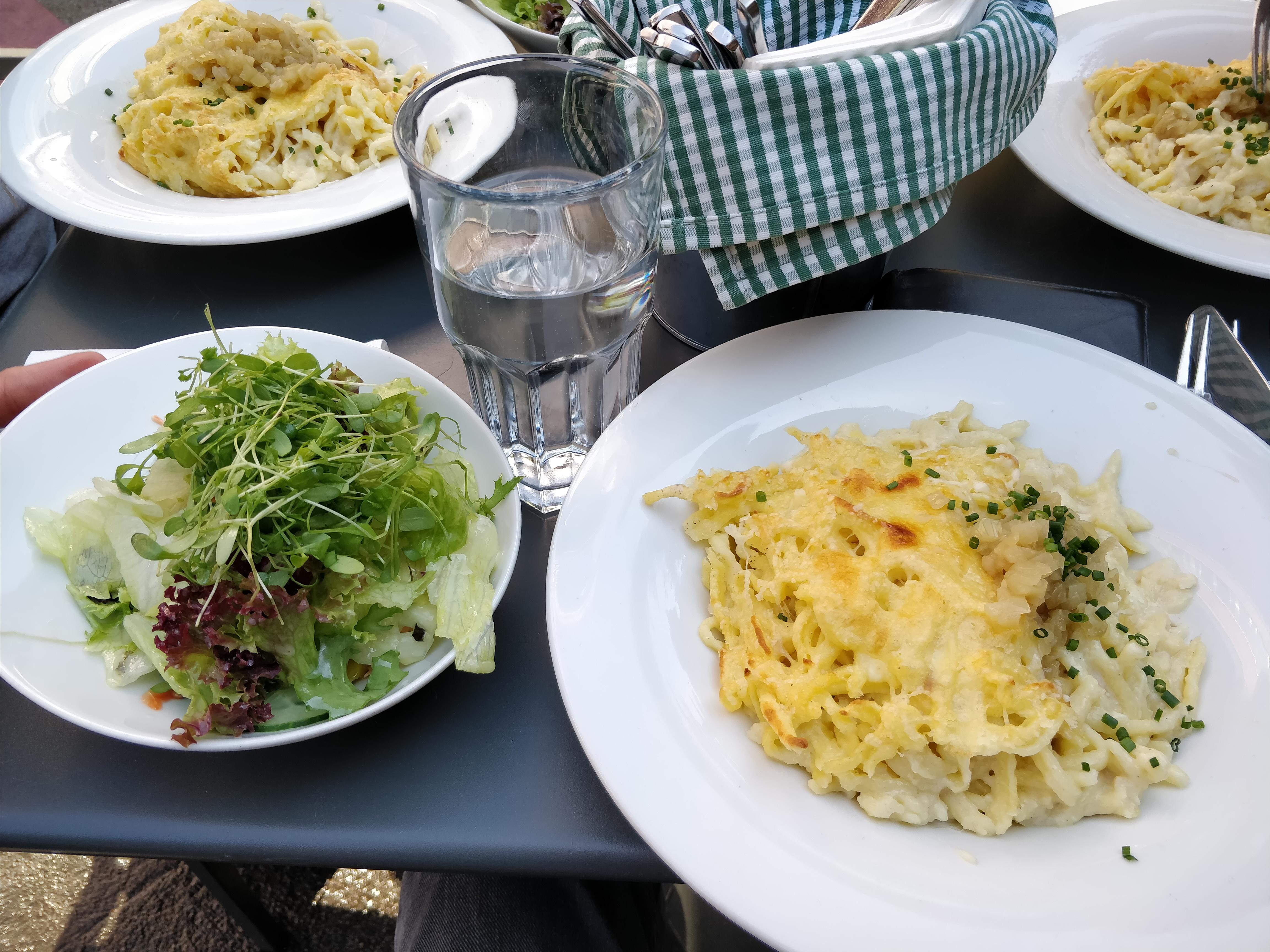 http://foodloader.net/nico_2017-09-05_kaesespaetzle-und-salat.jpg