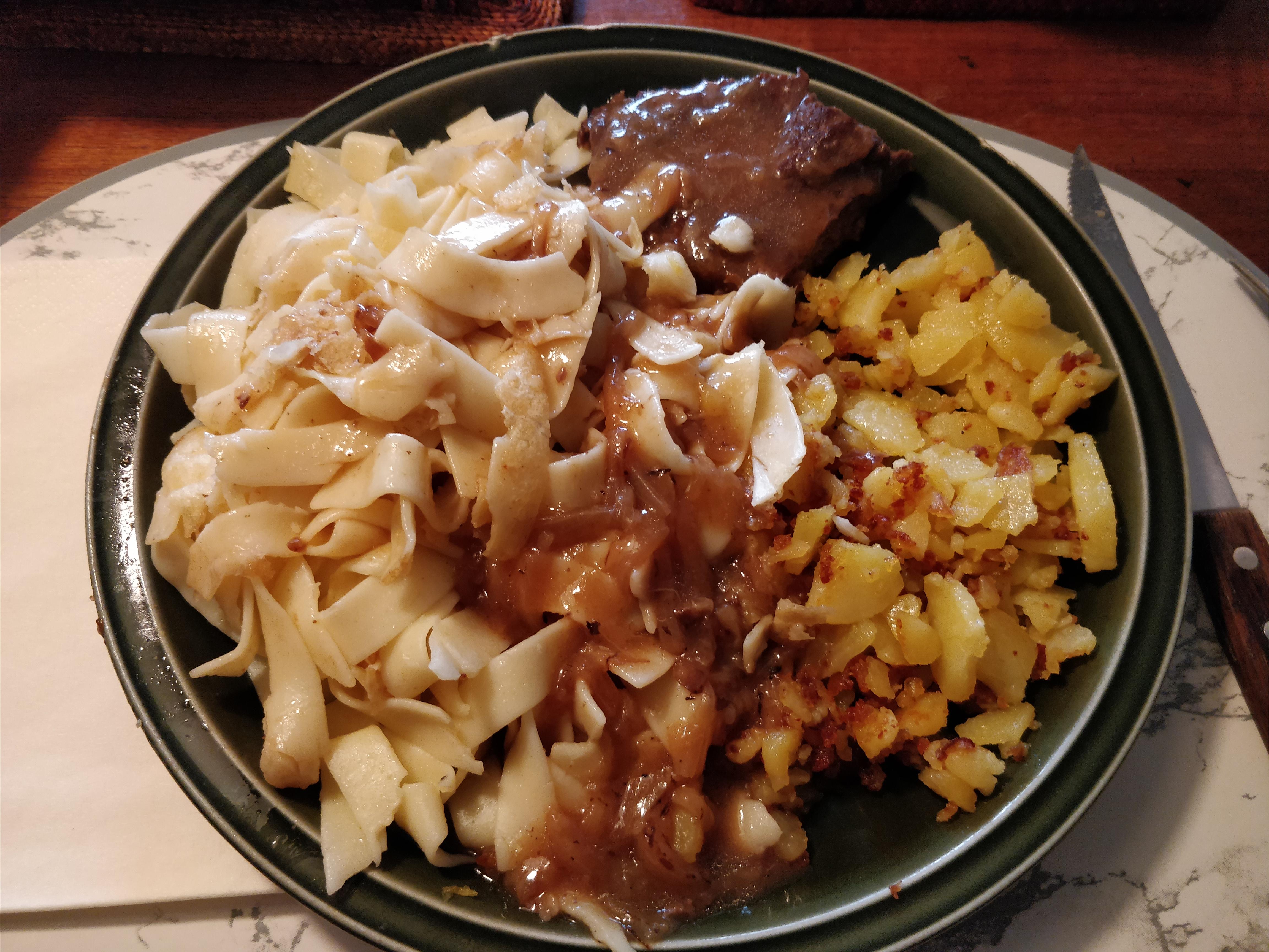 http://foodloader.net/nico_2017-09-06_zwiebelrostbraten-nudeln-bratkartoffeln.jpg