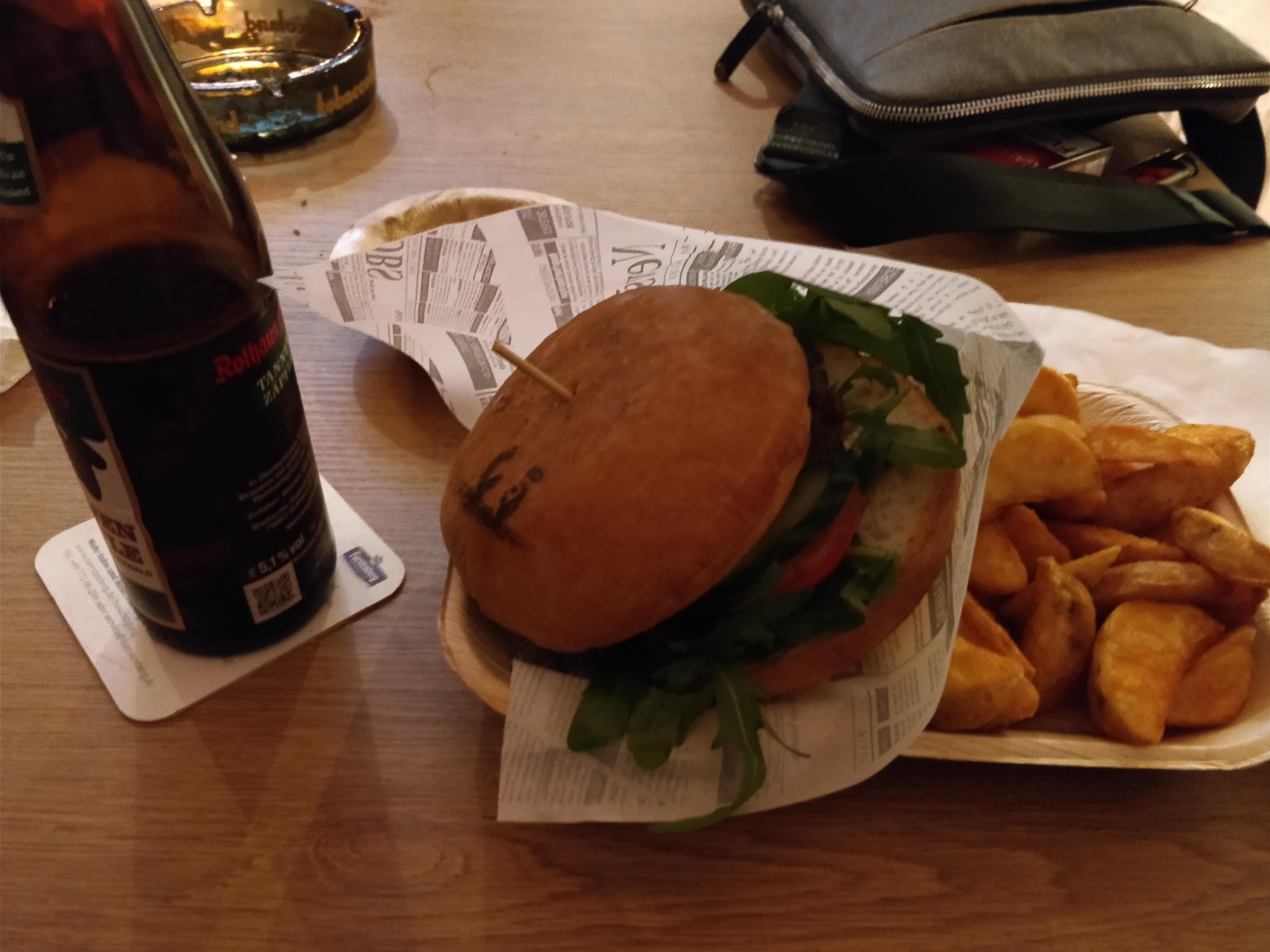 http://foodloader.net/nico_2017-09-07_burger-mit-roucola-und-parmesa-und-kartoffelecken.jpg
