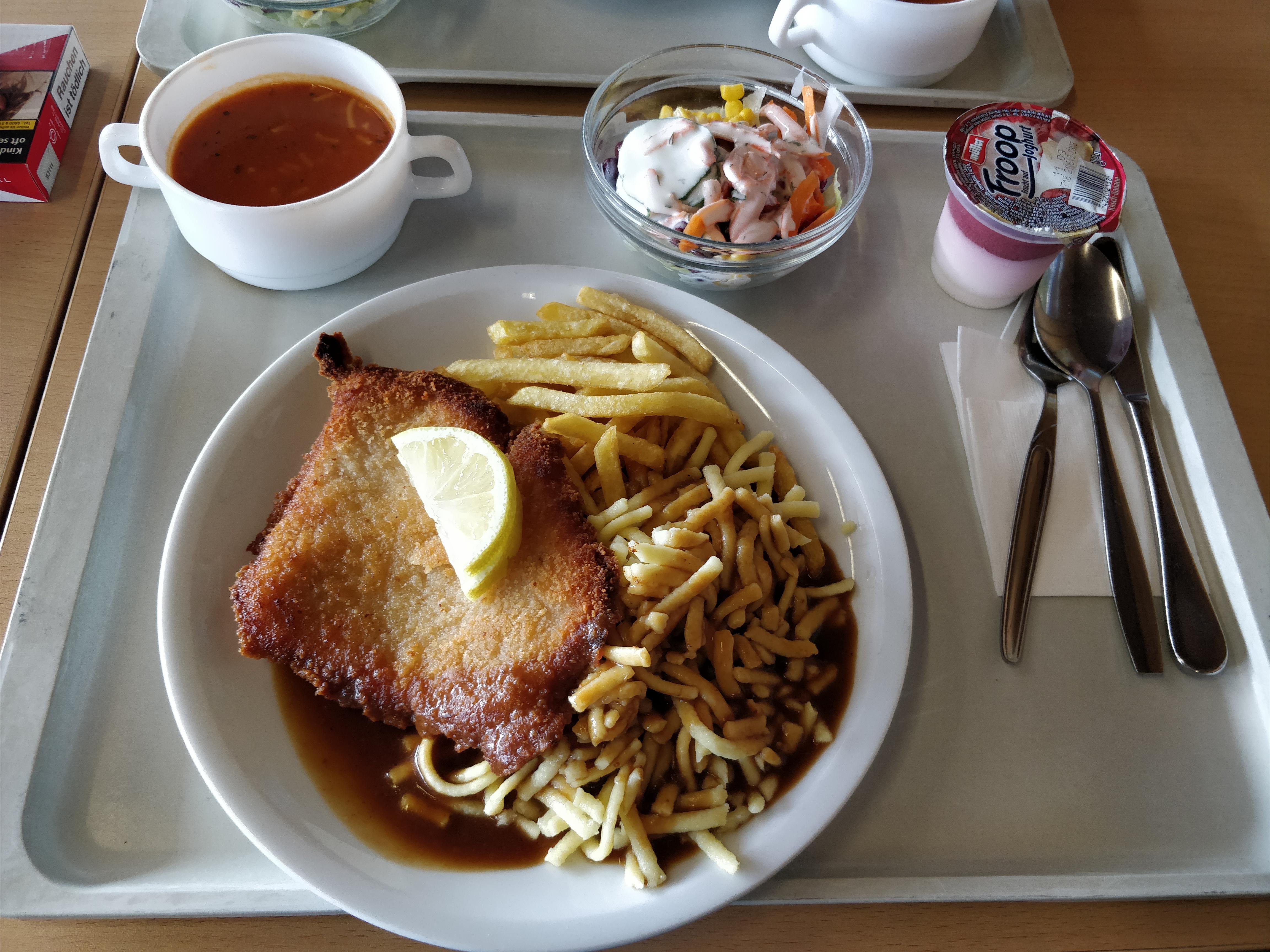 http://foodloader.net/nico_2017-09-07_schnitzel-mit-spaetzle-und-pommes-suppe-salat-und-joghurt.jpg