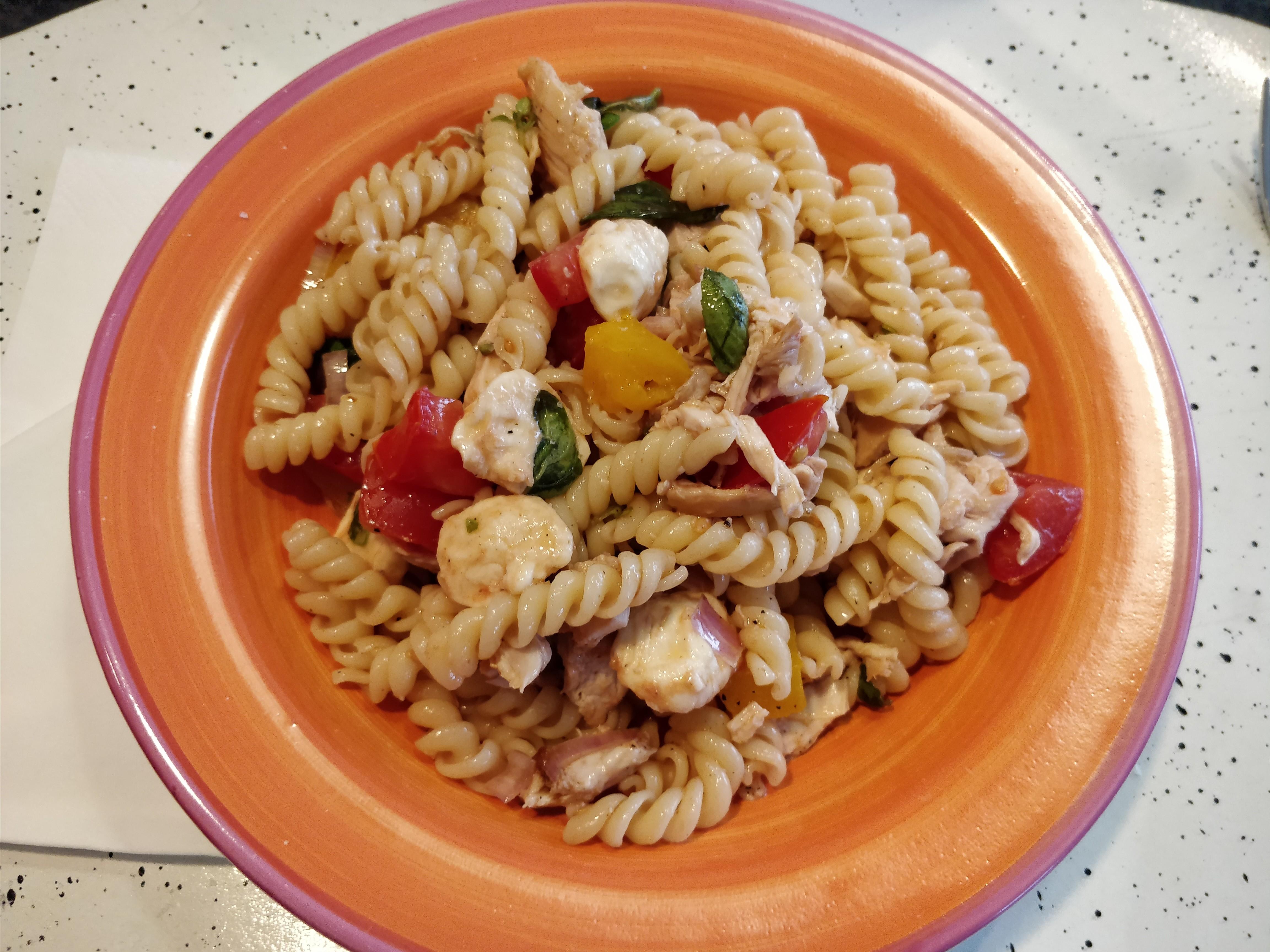 http://foodloader.net/nico_2017-09-09_fusilli-mit-chicken-und-tomate-mozarella.jpg