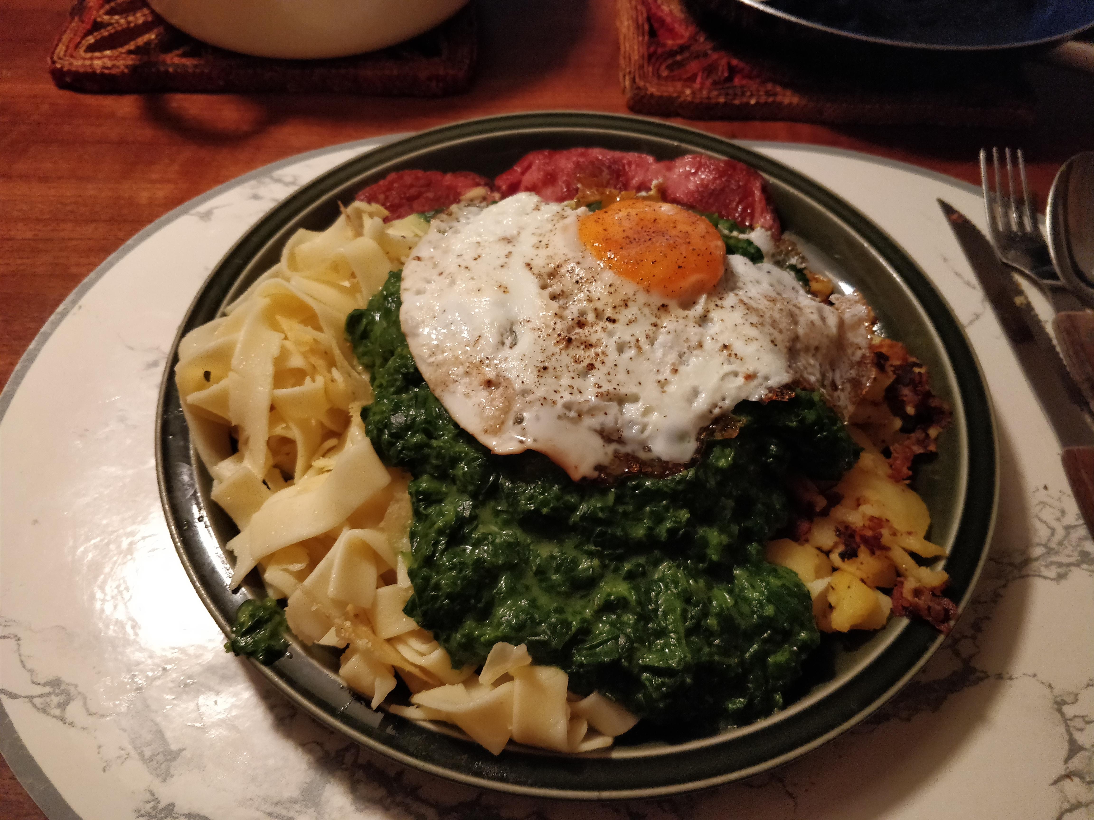 http://foodloader.net/nico_2017-09-13_fleischkaese-nudeln-bratkartoffeln-spinat-spiegelei.jpg