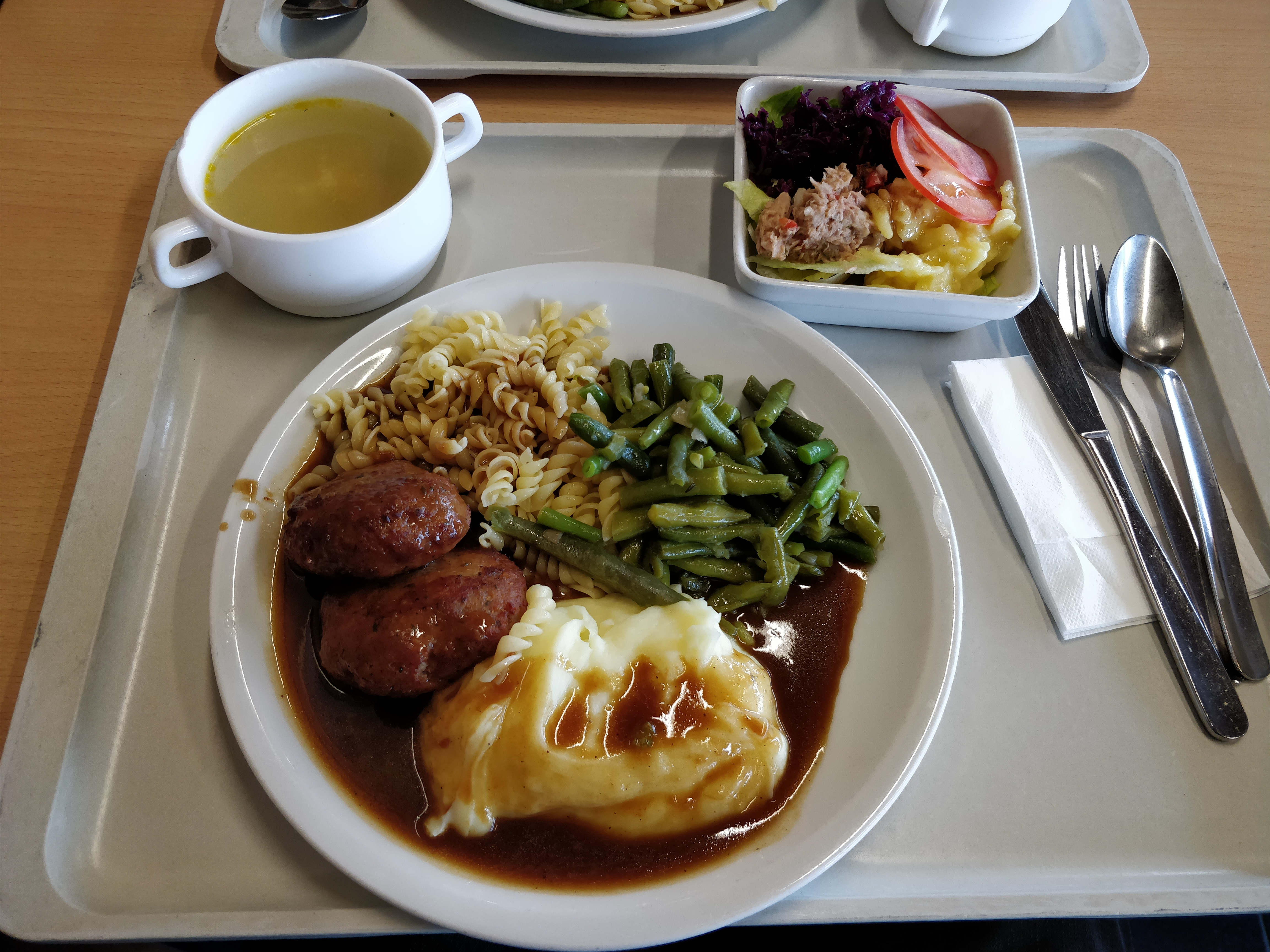 https://foodloader.net/nico_2017-09-13_fleischkuechle-nudeln-kartoffelpuree-bohnen-suppe-salat.jpg