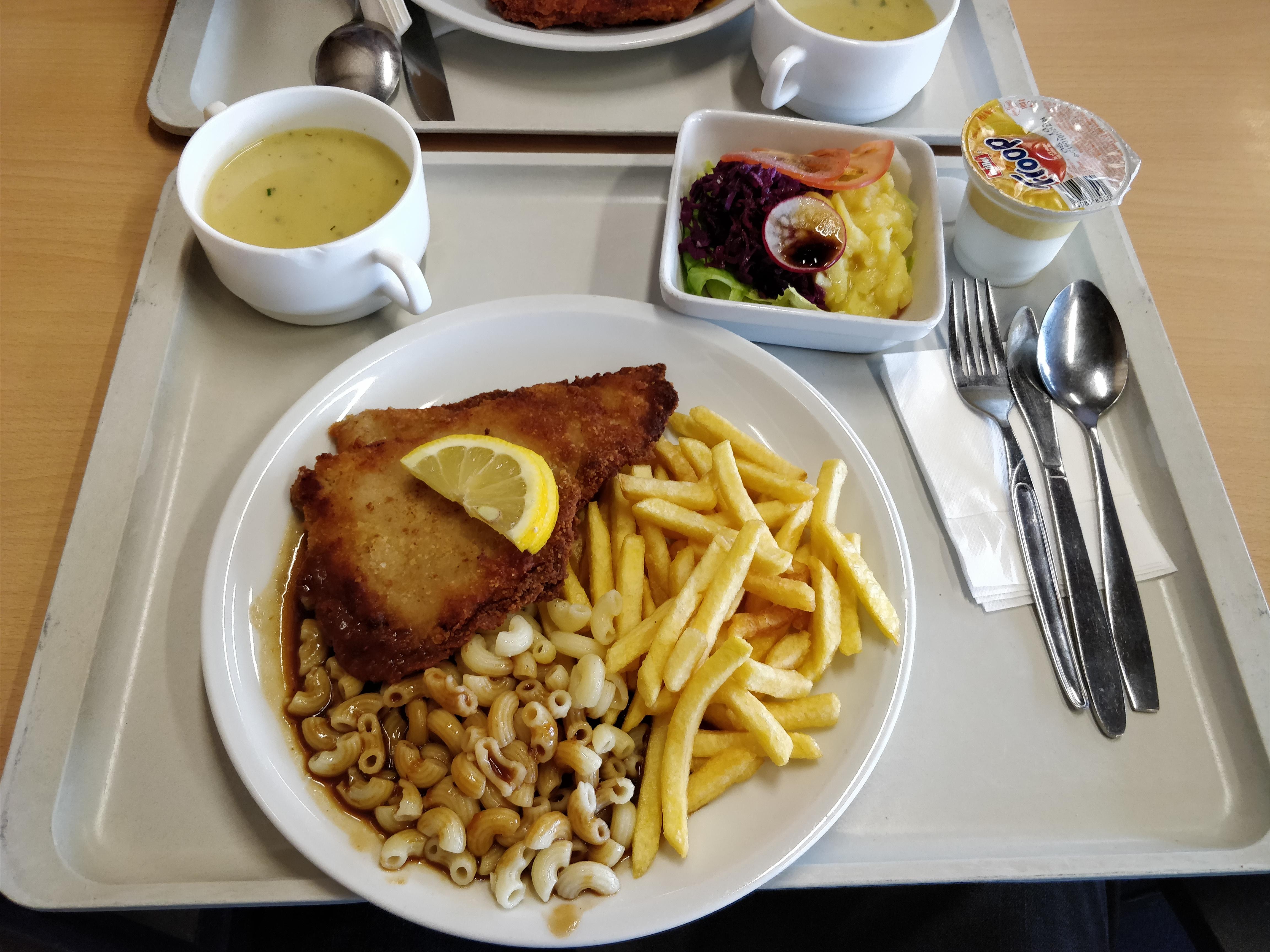 http://foodloader.net/nico_2017-09-14_cordon-bleu-pommes-nudeln-suppe-salat-joghurt.jpg