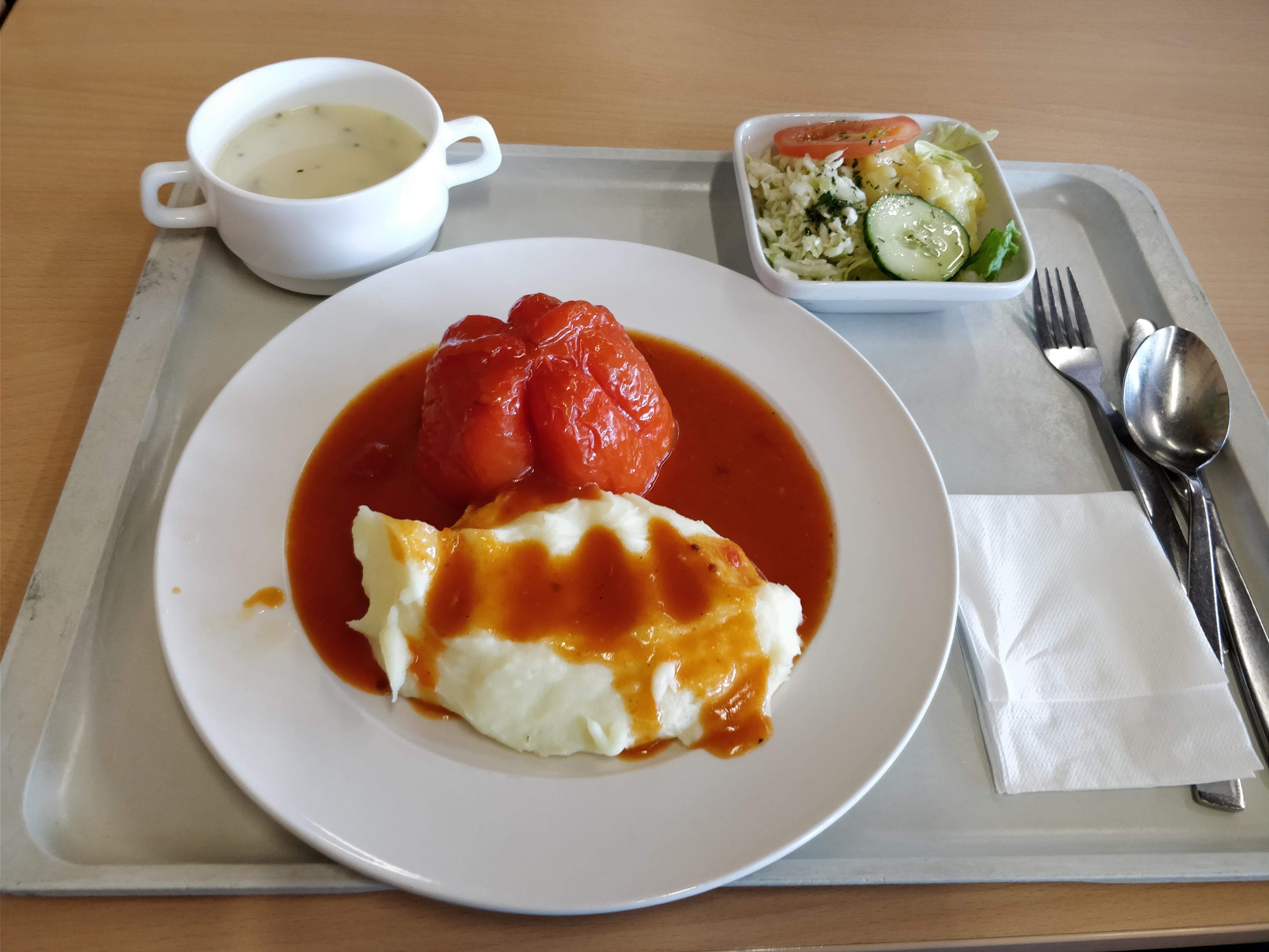 http://foodloader.net/nico_2017-09-27_gefuellte-paprika-mit-kartoffelpuree-suppe-und-salat.jpg