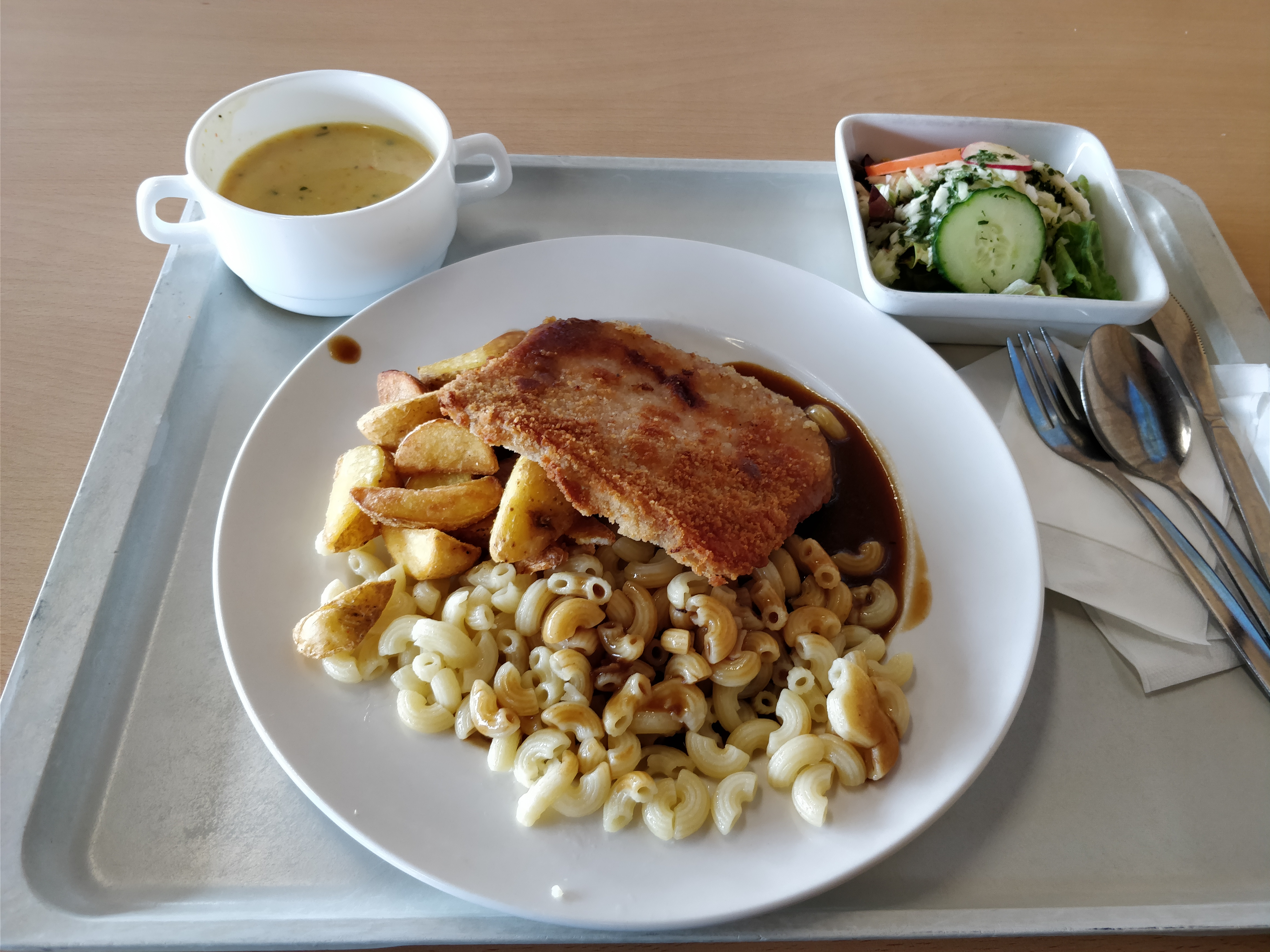 http://foodloader.net/nico_2017-09-29_bayrisches-cordon-bleu-nudeln-kartoffelecken-suppe-salat.jpg