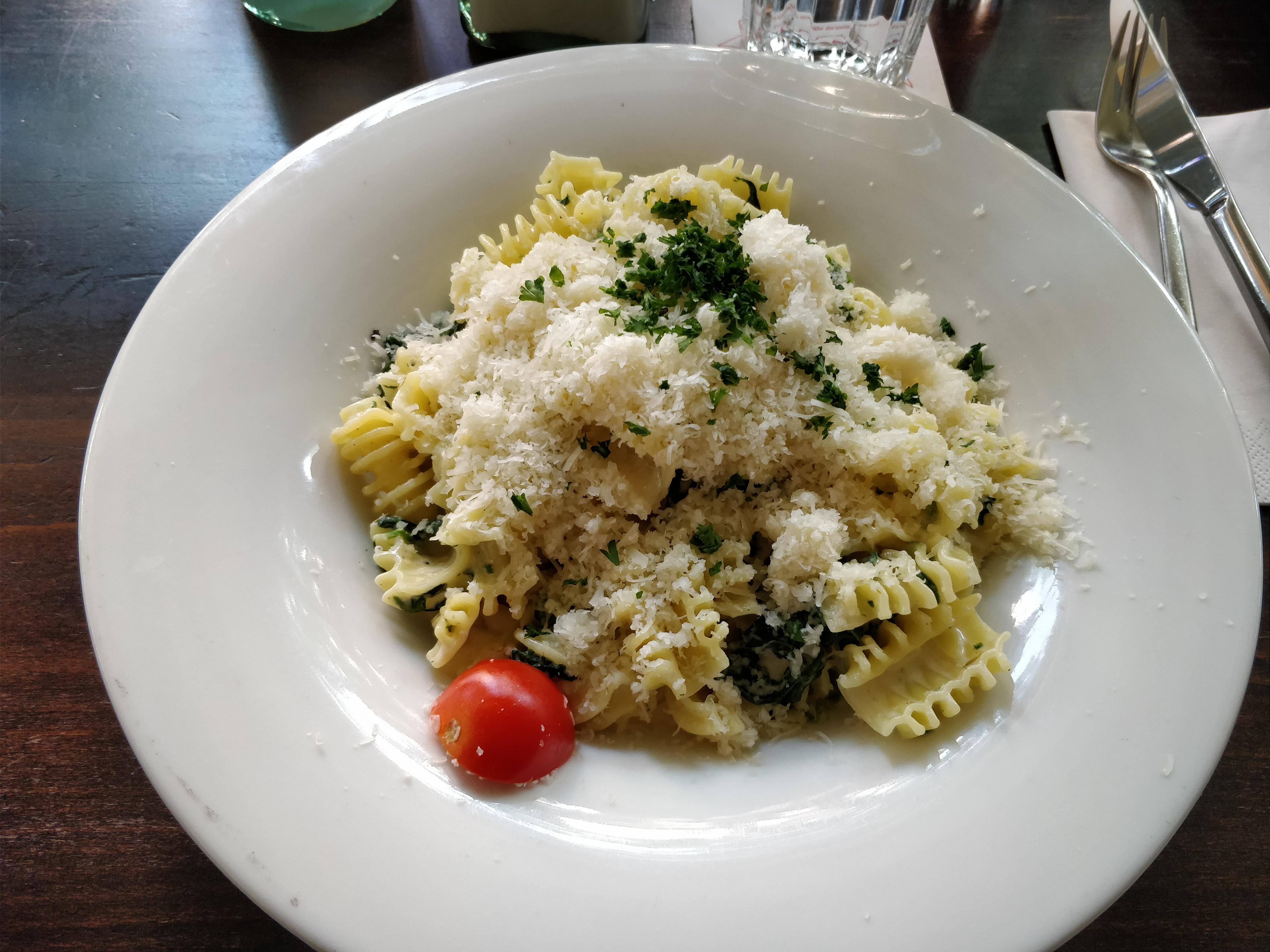 http://foodloader.net/nico_2017-10-04_nudeln-mit-gorgonzola-spinat-sauce.jpg