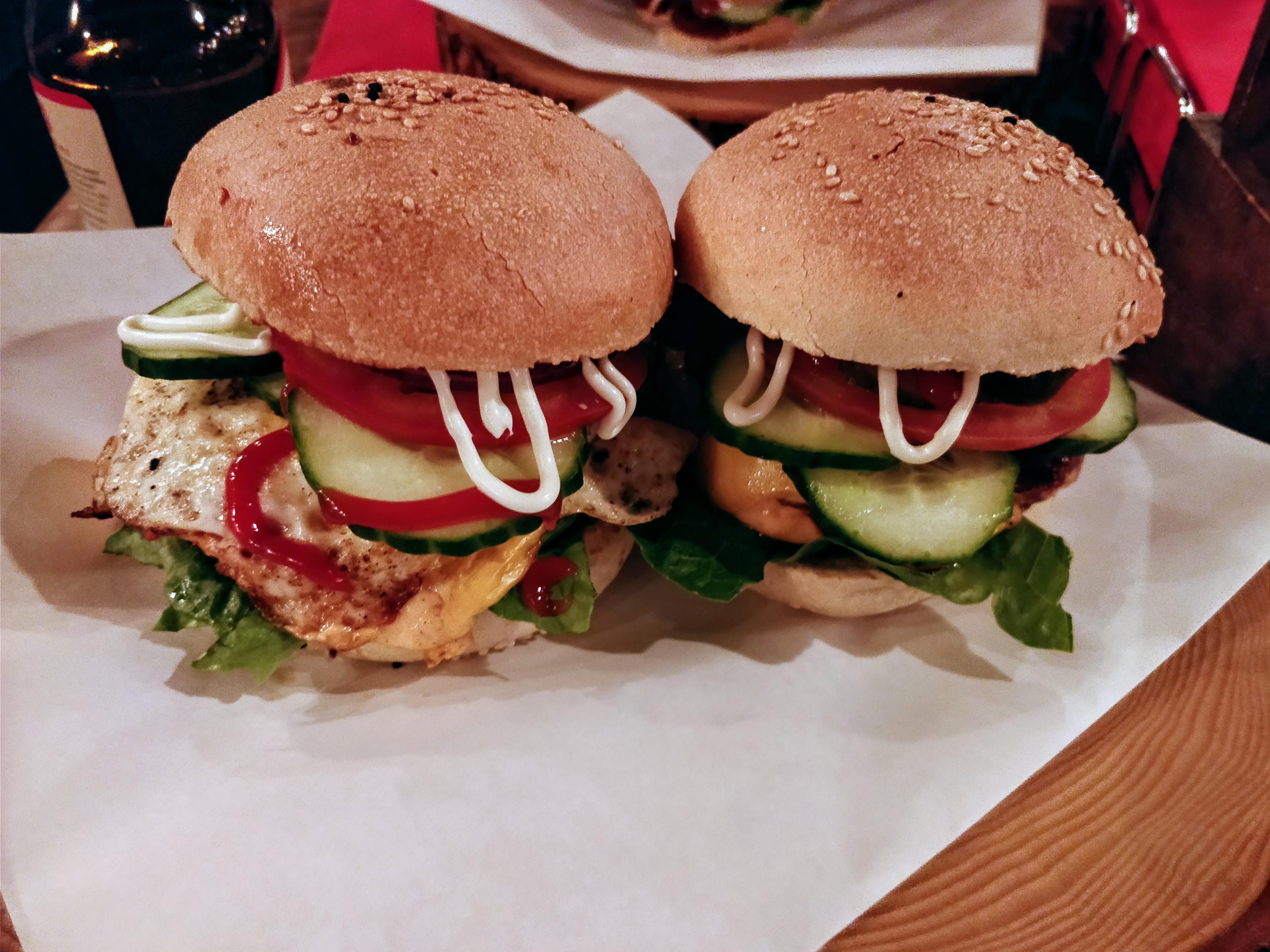 https://foodloader.net/nico_2017-10-06_barbecueburger-und-cheggburger.jpg